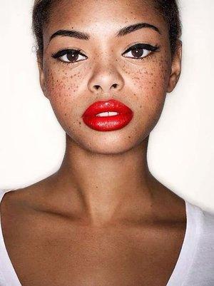 bold-dark-lips-makeup-trend.jpg
