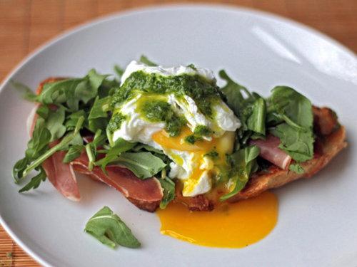 20111208-dt-nancy-silvertons-breakfast-sandwich-thumb-625xauto-204476.jpg