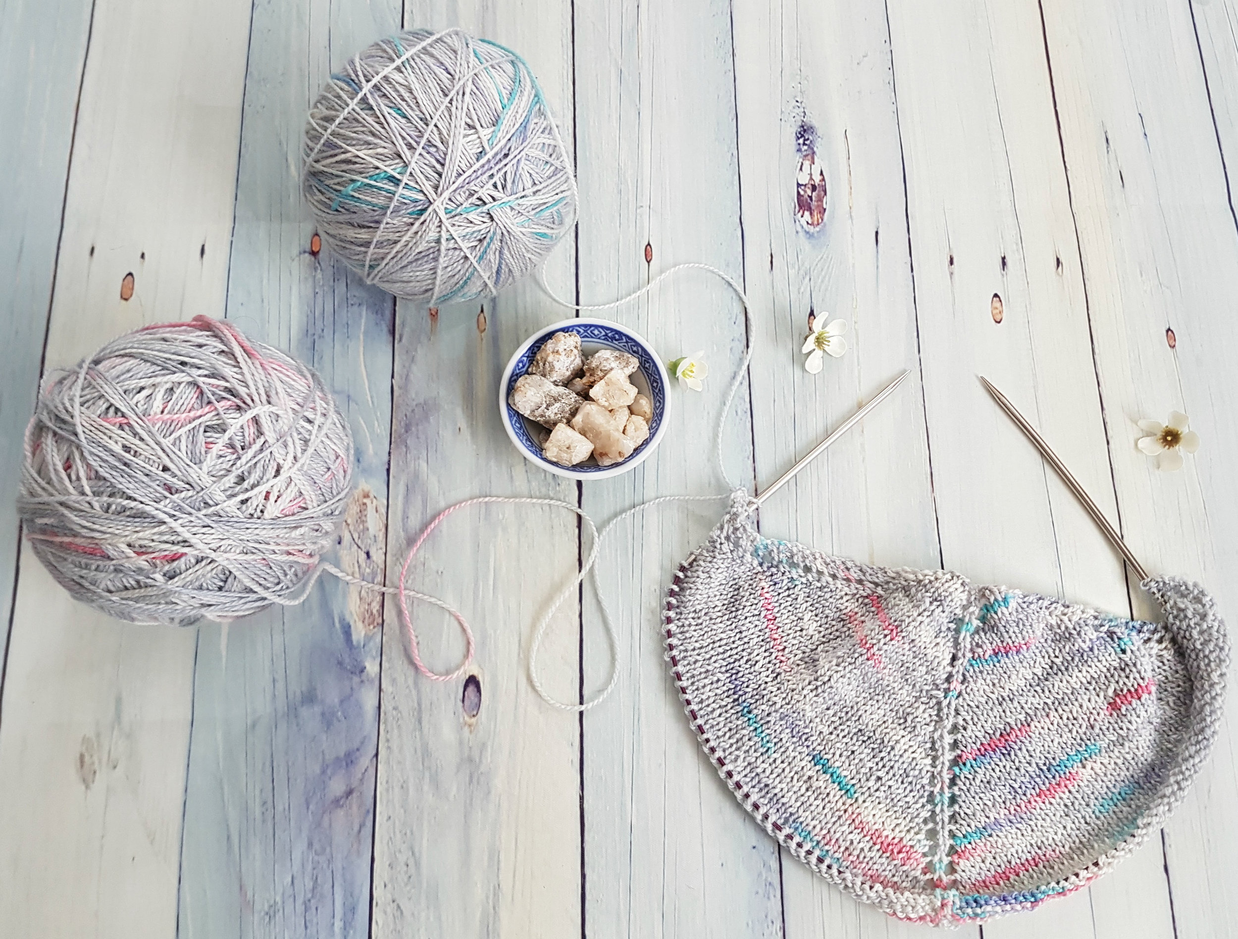 Alternating Skeins of Yarn: Tutorial | DeliciousYarns.com