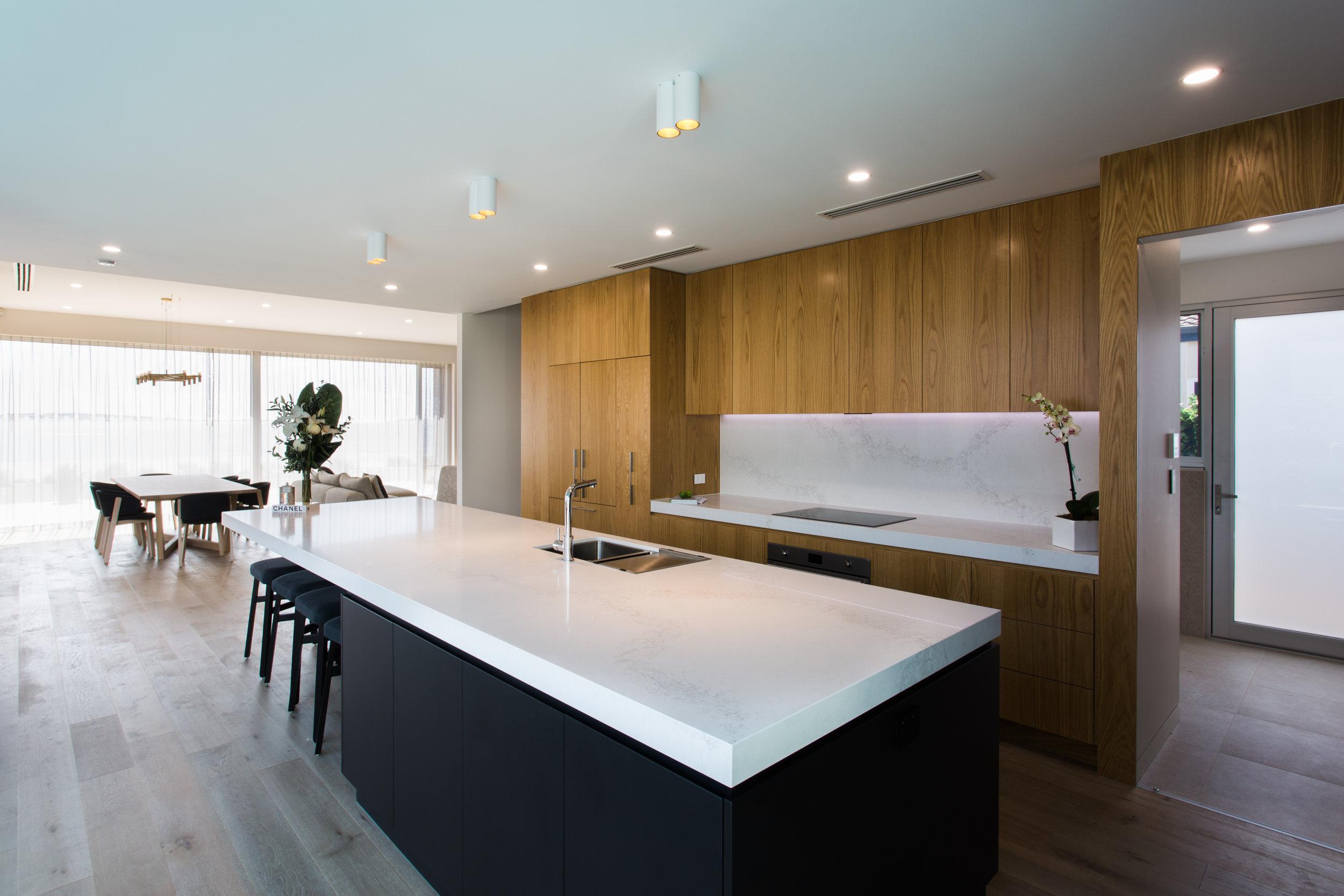 kitchenlookingbacktodining striplightonsplashback.jpg