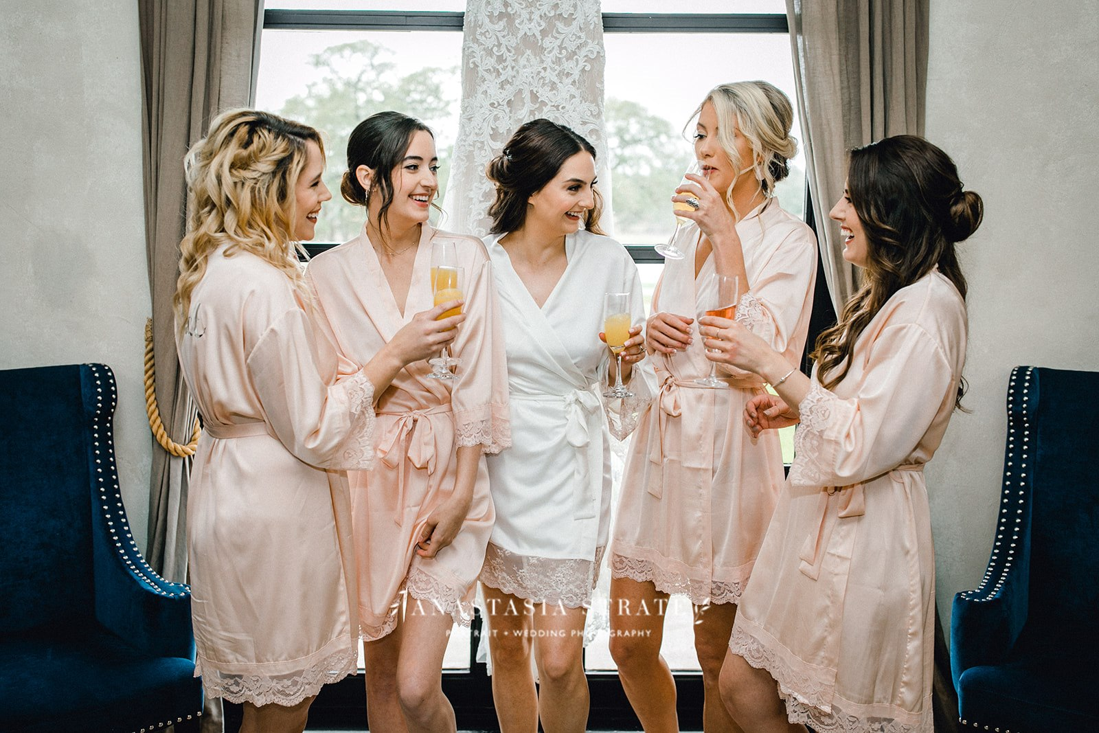 bride and bridesmaids before the Austin, Texas Wedding