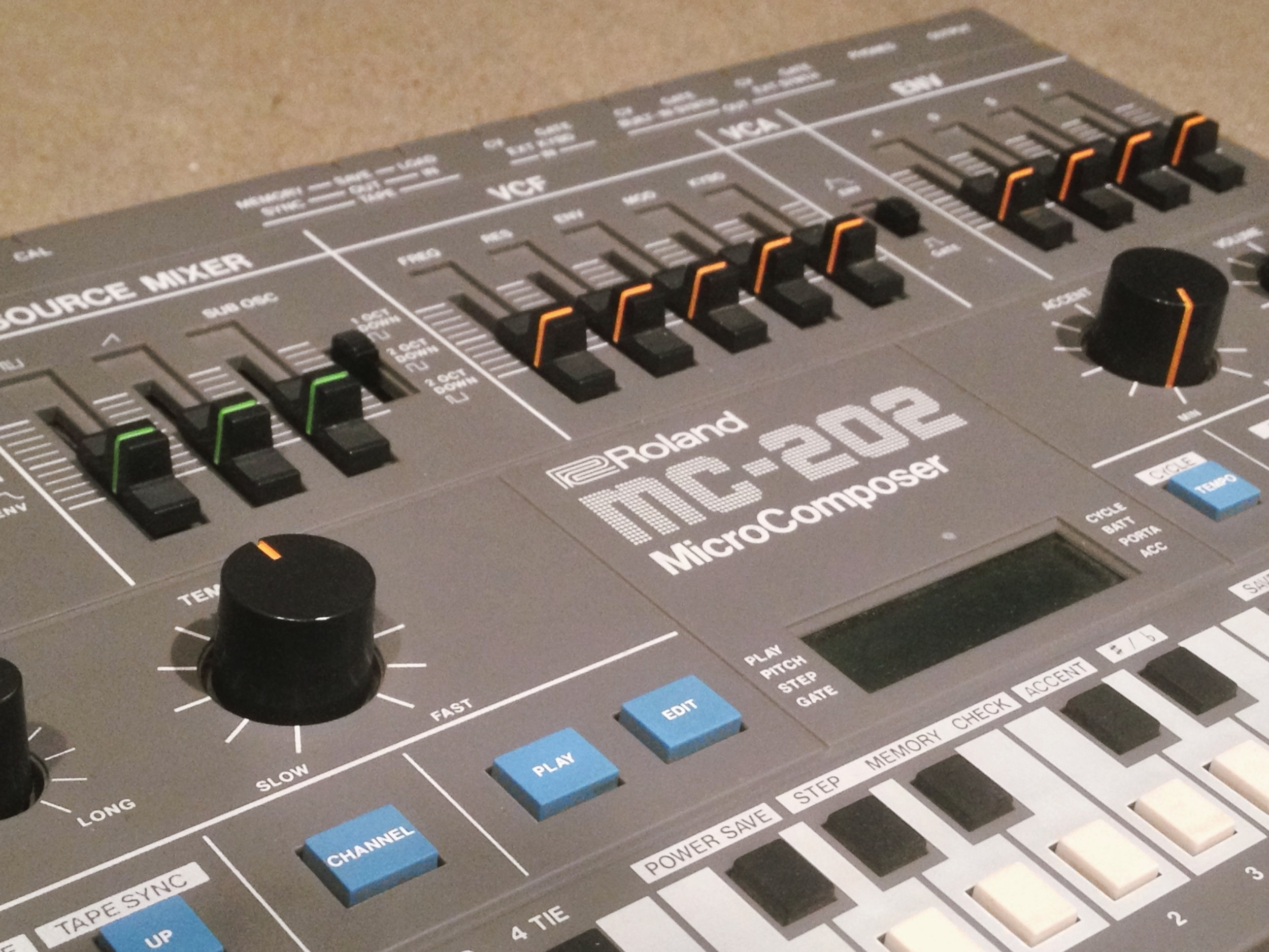 Roland MC-202b.JPG