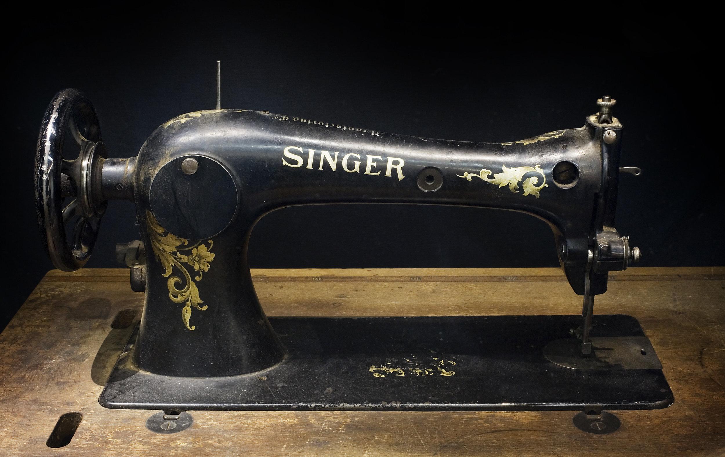 Berlin-_Singer_sewing_machine_-_3138.jpg