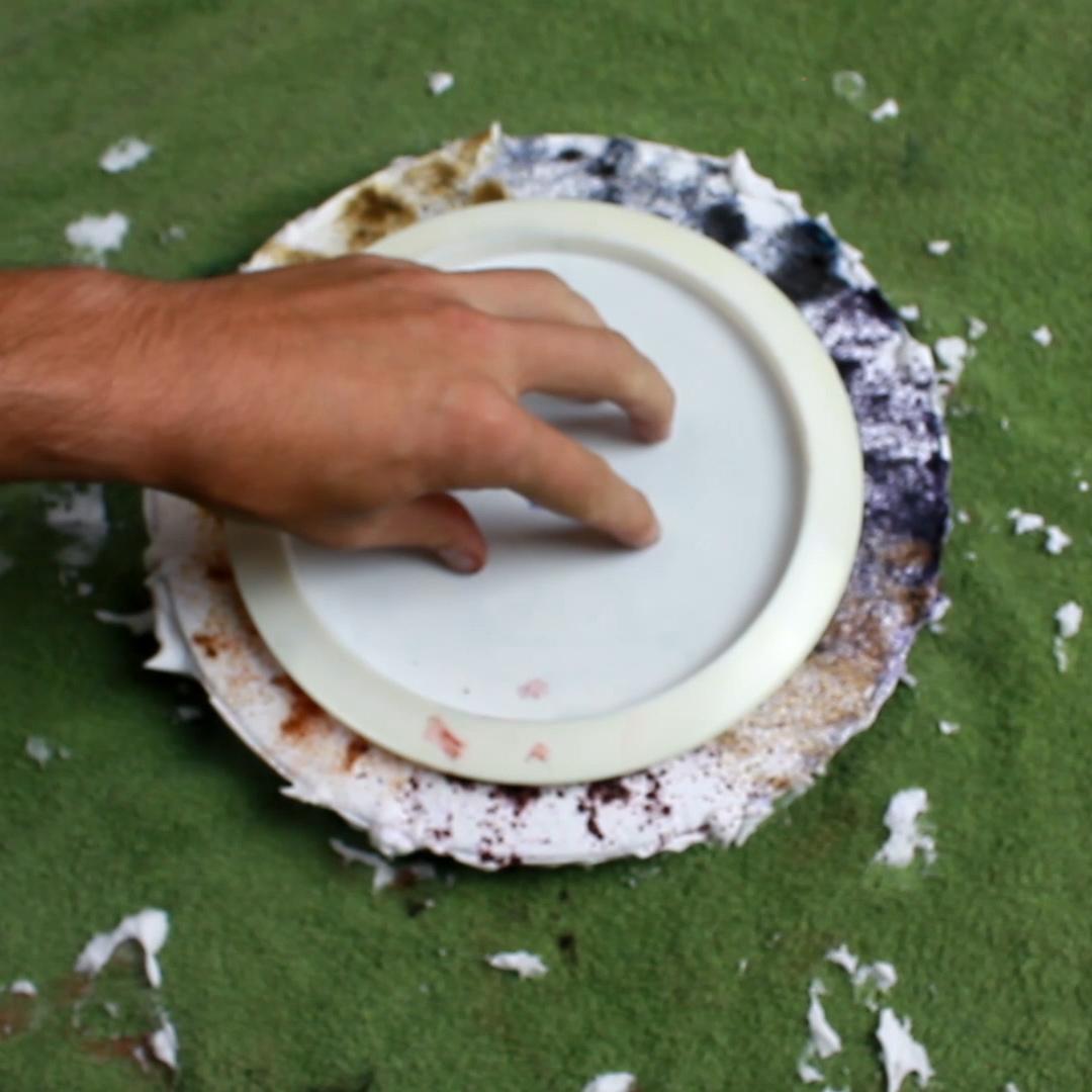 I like to push the disc down just a little bit after placing it on the shaving cream to make sure the dye touches the disc. Sometimes placing a glass with water in it for weight is good to have the dye pull across the disc for some added style.