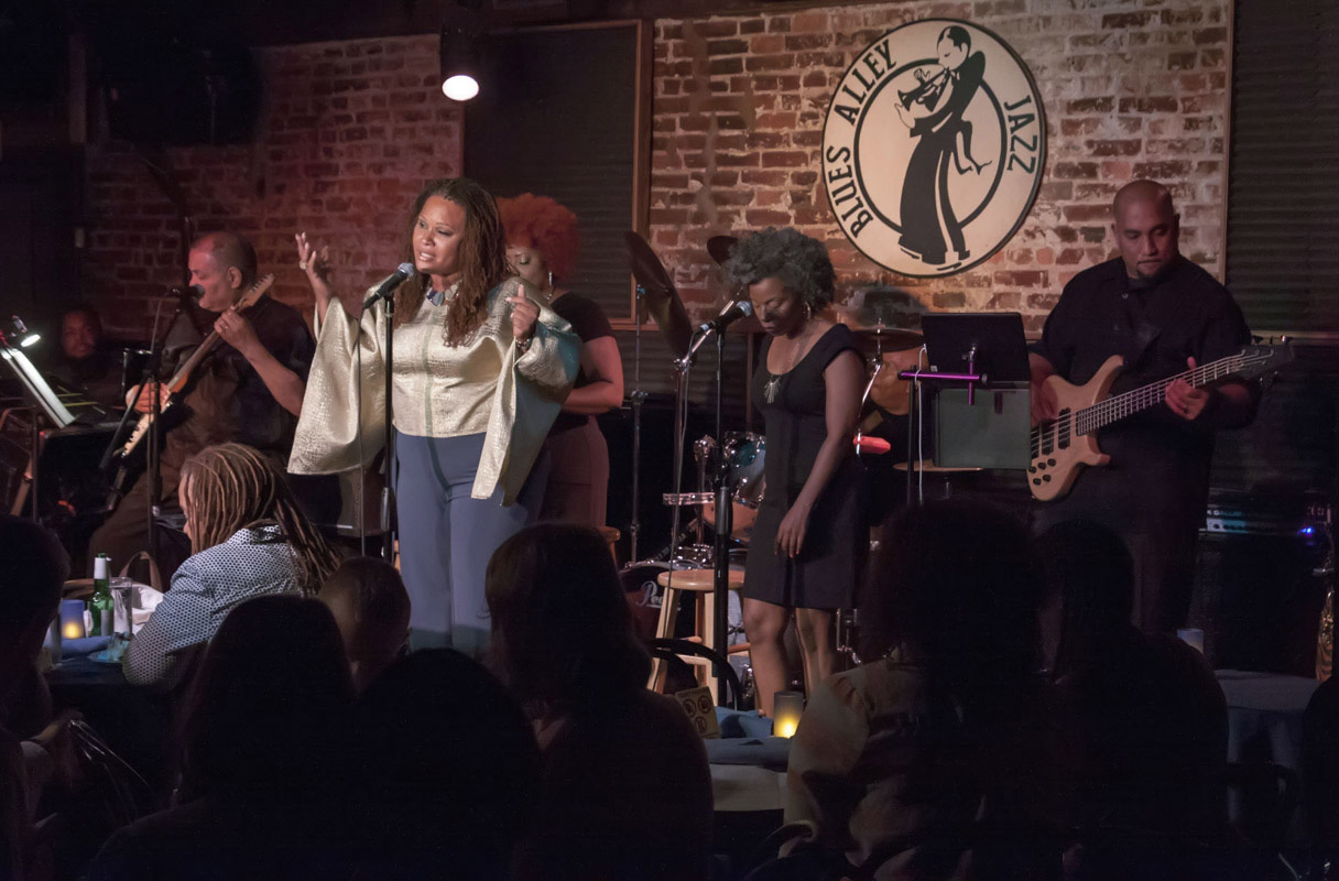 Wendy Hicks singing at the legendary Blues Alley in Washington D.C.