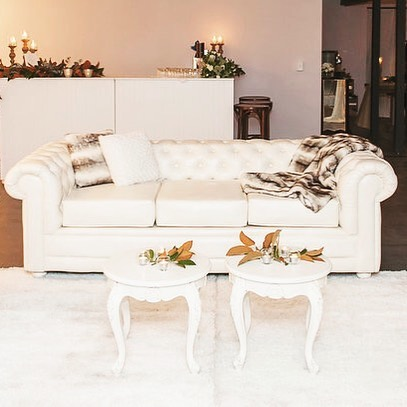 Our Charming Chesterfield lounge simply shines in this stylish setting. Furniture by @epicempire  Styling by @styledeventsqld . . . . . #chesterfieldlounge #lounge #chilloutspace #coffeetable #relax #seating #couch #softfurnishings  #brisbaneevents #brisbanehire #furniturehire #brisbanewedding #receptionideas #weddingreception #chairs  #brisbaneeventhire #dreamywedding #tablescape #timberfurniture #whitelinens #magnolialeaves #thestyledgroup #visiondesigncreate