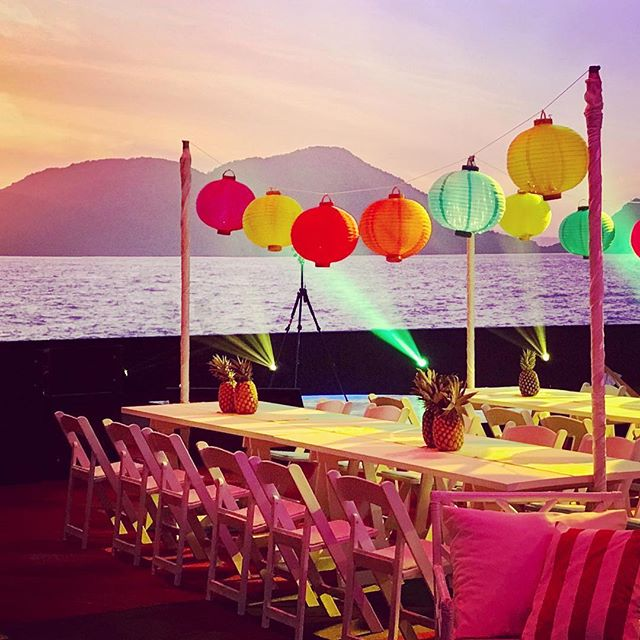 Dreamy sunsets and table sets! A great collaboration with our sister company stylists @aminiconcepts  Superb LX and AV by the talented techs @dreamweaverseventcreators . . . . . #beachparty #fiesta #hotsummernights #corporateevents #corporatedinner #corporateparty #workparty #eventtheming #eventstyling #eventstylist #furniturehire #partyhire #workdrinks #outdoorfurniture #lanterns #beachballs #fun #letyourhairdown #sistercompany #collaborate #brisbane #brisbaneevents #furniturerentals #epic #visiondesigncreate #thestyledgroup #goldcoasthire #eventdesign #furnitureinspiration