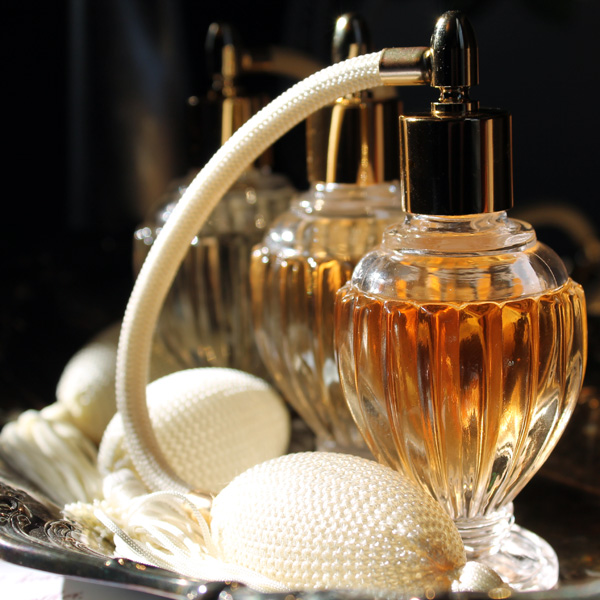 Image by  Angela Andriot  -  Vetiver Aromatics