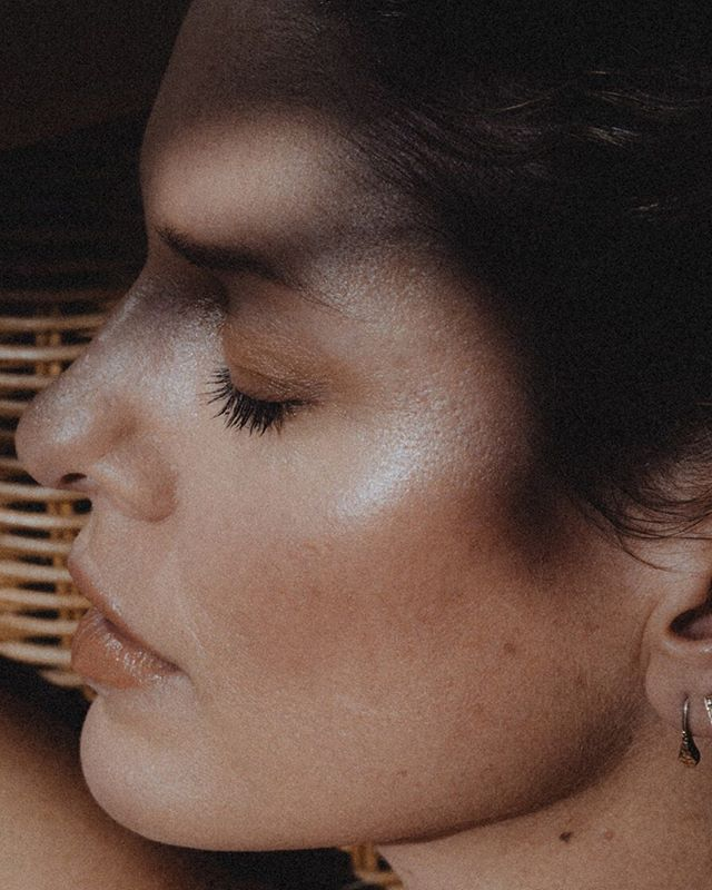 NIGHT SHADES // Our latest beauty editorial for our issue 9 'Here Comes the Night' is out now! ⠀⠀⠀⠀⠀⠀⠀⠀⠀ Makeup artist @sjaniel shows us how to use colour (in this instance, inspired by the nightshade family of fruit and veg) to create elegant and sophisticated looks for day or night. ⠀⠀⠀⠀⠀⠀⠀⠀⠀ These warm, earthy tones are inspired by the humble potato. ⠀⠀⠀⠀⠀⠀⠀⠀⠀ The brands used to create this look are @ESSEskincareuk  @Absolution_cosmetics @Inikaorganic @RMSBeauty @KjaerWeis @HiroCosmetics  @JillianDempsey and @AiNSEL. Head on over to the UNTAINTED (link in bio) for a full product breakdown. ⠀⠀⠀⠀⠀⠀⠀⠀⠀ Photography, concept and art direction by @khandiz Hair & Makeup by @sjaniel Muse: Andrea A ⠀⠀⠀⠀⠀⠀⠀⠀⠀ ⠀⠀⠀⠀⠀⠀⠀⠀⠀ ⠀⠀⠀⠀⠀⠀⠀⠀⠀ ⠀⠀⠀⠀⠀⠀⠀⠀⠀ ⠀⠀⠀⠀⠀⠀⠀⠀⠀ ⠀⠀⠀⠀⠀⠀⠀⠀⠀ ⠀⠀⠀⠀⠀⠀⠀⠀⠀ #untaintedbeauty #untaintedmagazine #inclusivebeauty #organicmakeup #beautyeditorial #nightshades #40plusstyle #makeupfor40s #herecomesthenight #issue9 #glowingskin #warmtones #mua #wabisabi #empowered #nude #realskin