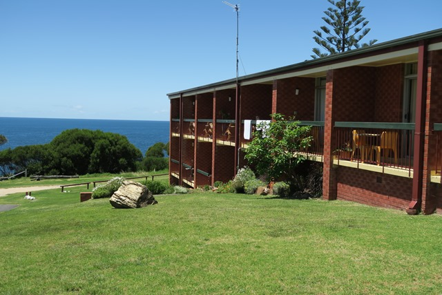 2405_motel_balcony_tathra_hotel_pub_accommodation_restaurant_ocean_view_bistro_whale_watching_fresh_seafood_local_produce_live_music_family_kids_friends_headland.jpg
