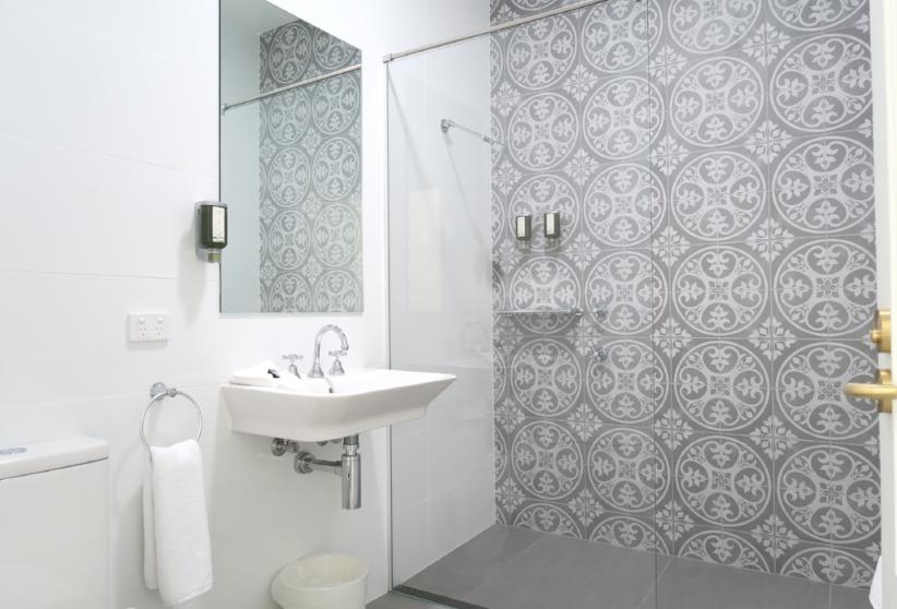 heritage room bath tathra hotel IMG_9503.JPG
