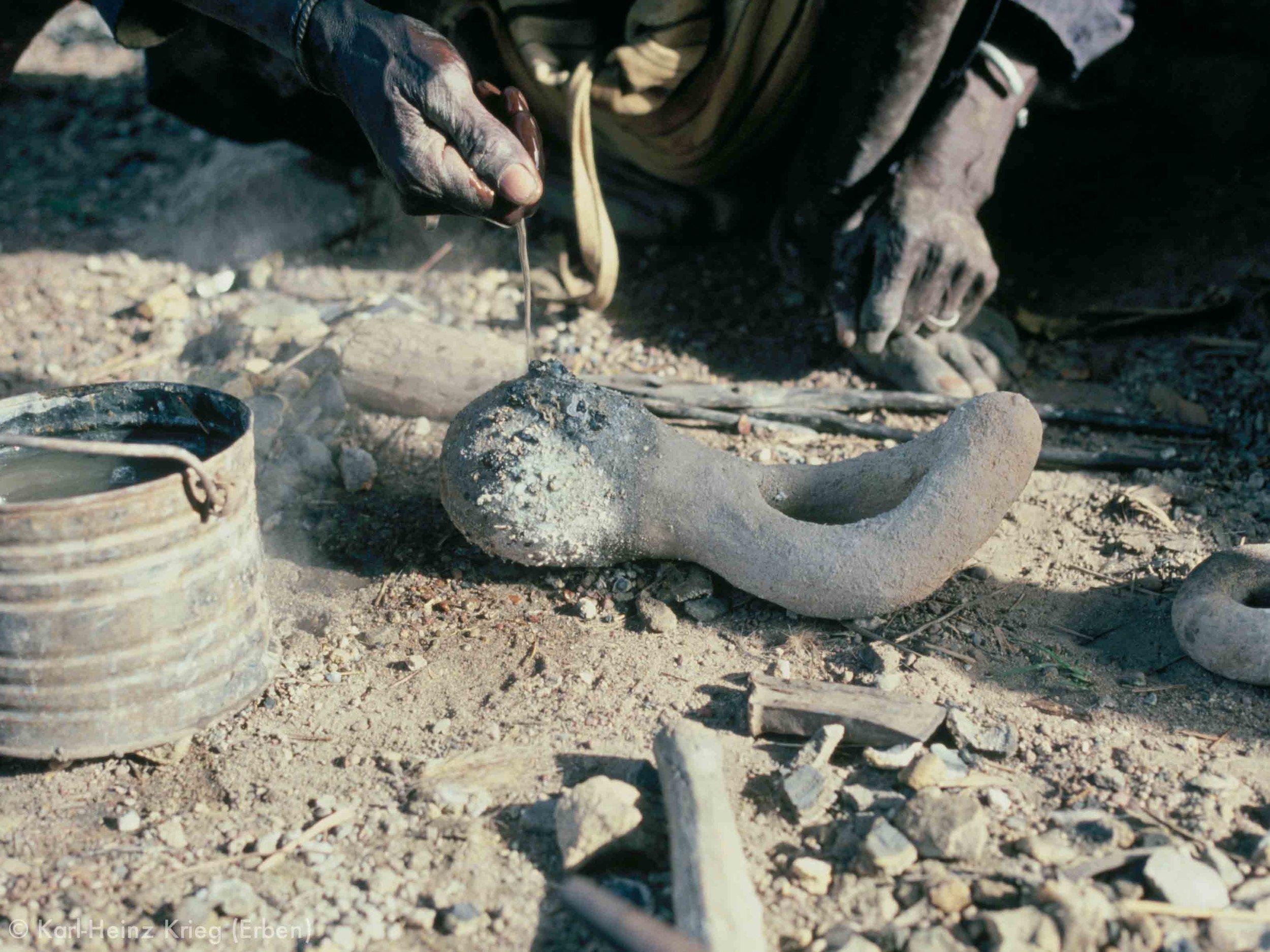 Clay mold after casting bracelet. Photo: Karl-Heinz Krieg, Nafoun (Region of Boundiali, Côte d'Ivoire), 1978