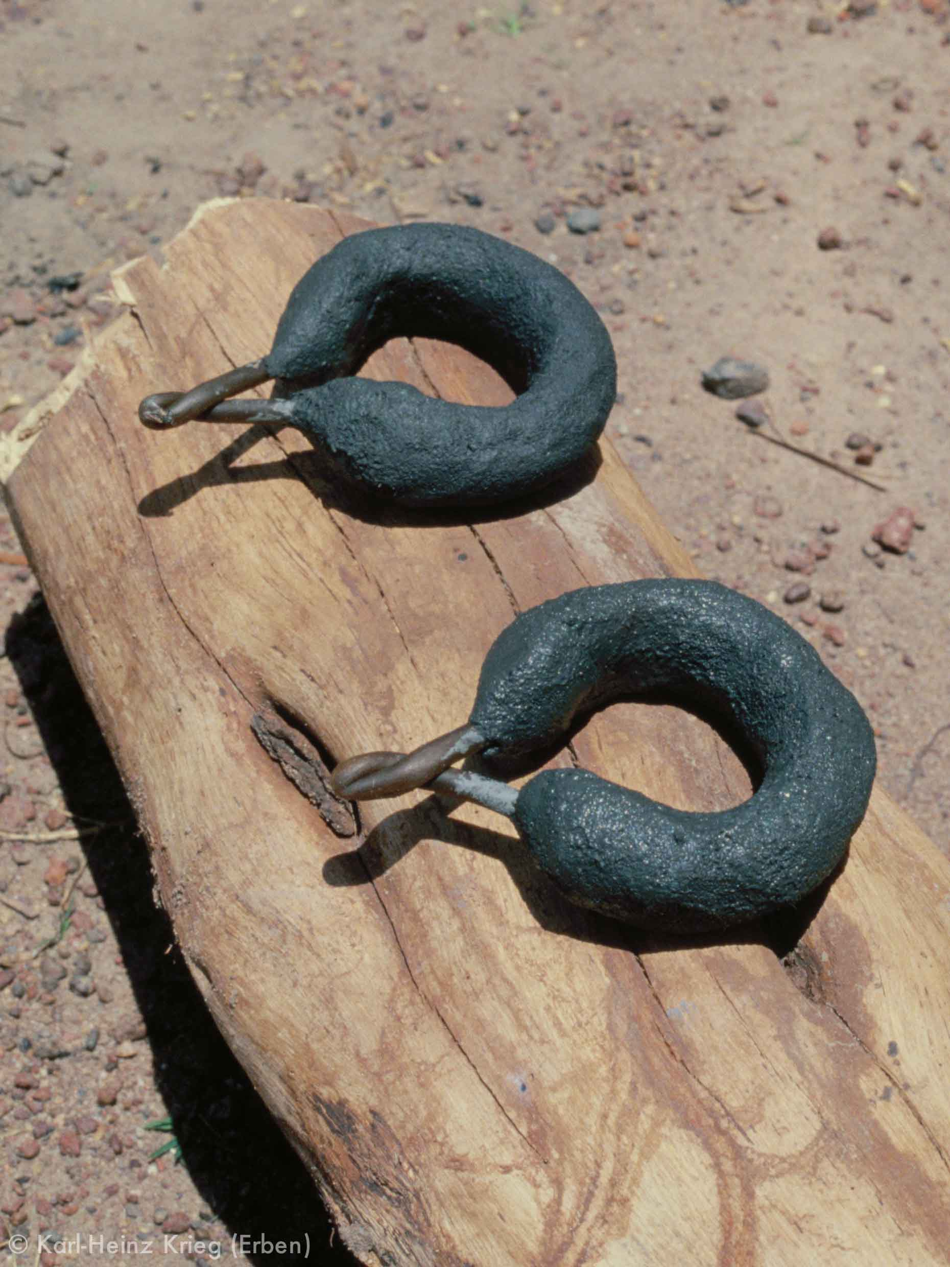 Bracelets covered with clay. Photo: Karl-Heinz Krieg, Nafoun (Region of Boundiali, Côte d'Ivoire), 1977