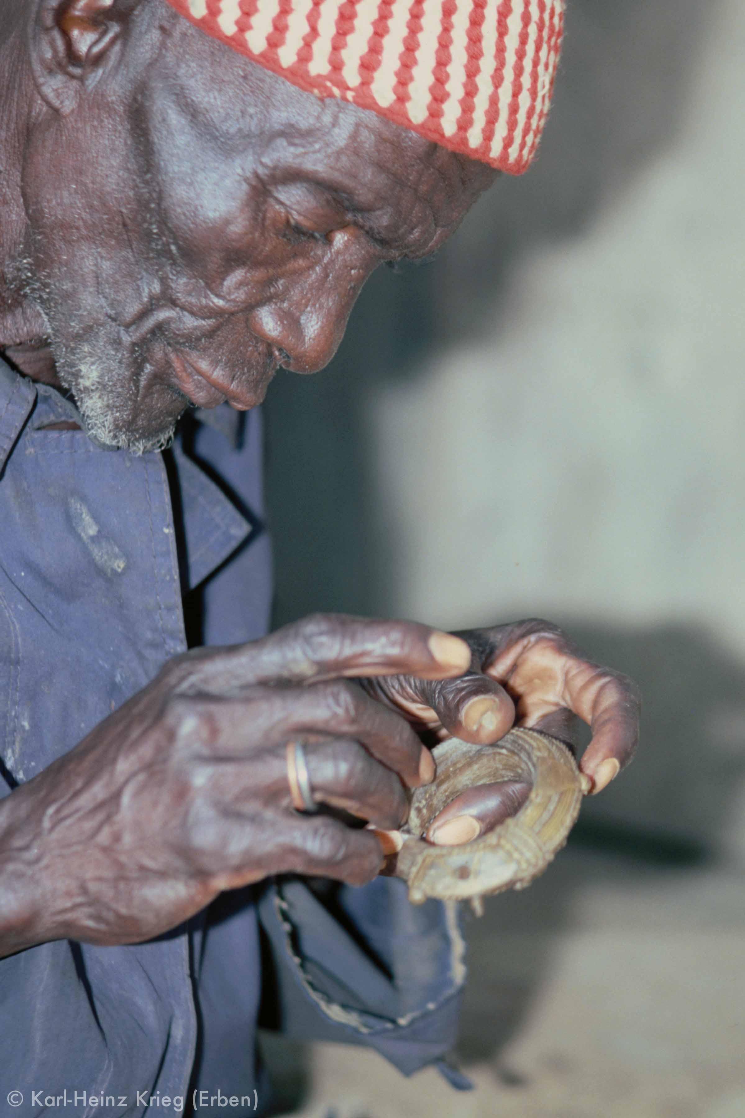 Kolo Silué making a wax model of a bracelet. Photo: Karl-Heinz Krieg, Nafoun (Region of Boundiali, Côte d'Ivoire), 1976
