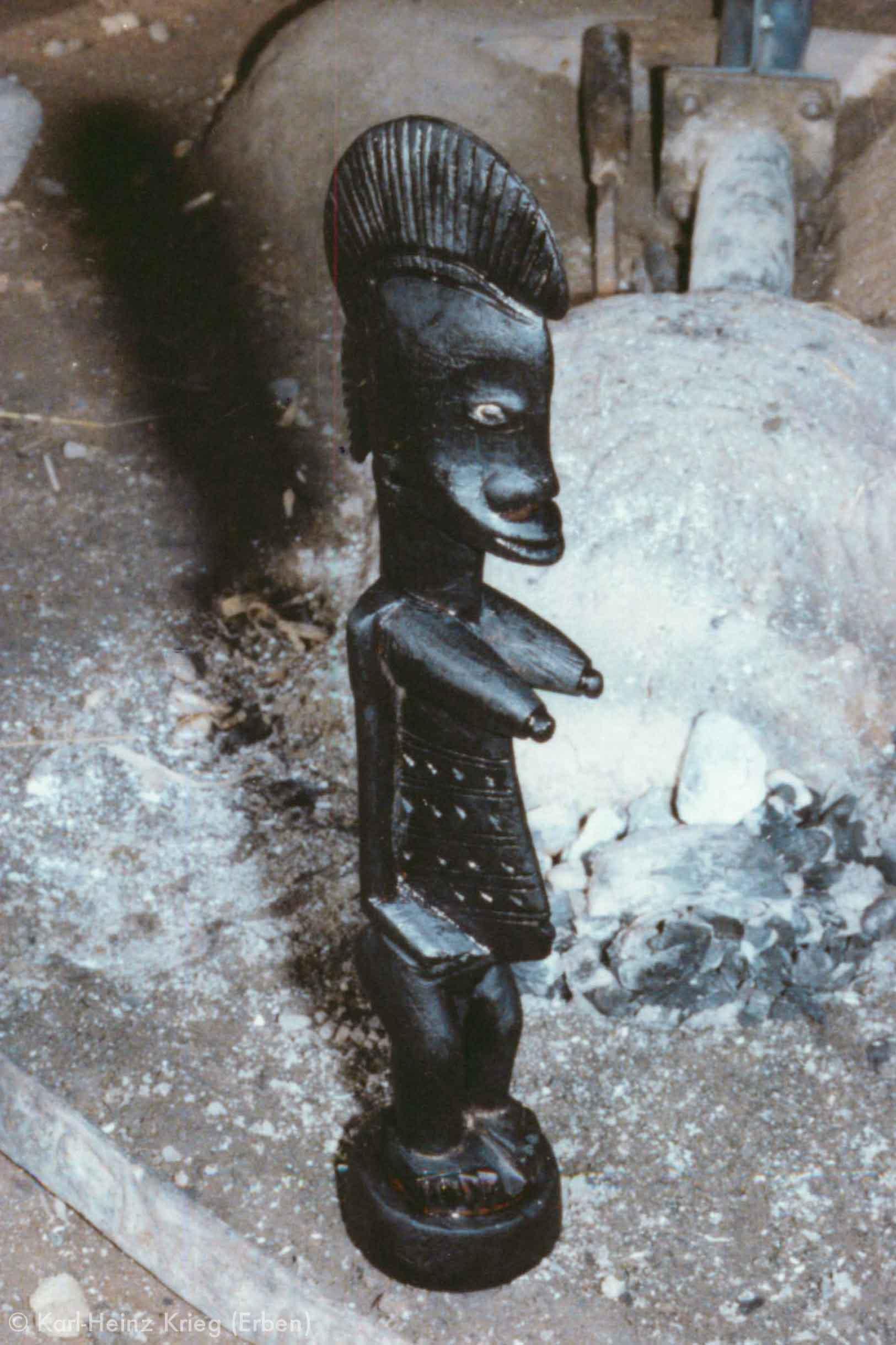 Recently finished figure by Tinnin Fané. Photo: Karl-Heinz Krieg, Fakola (Mali), 1981