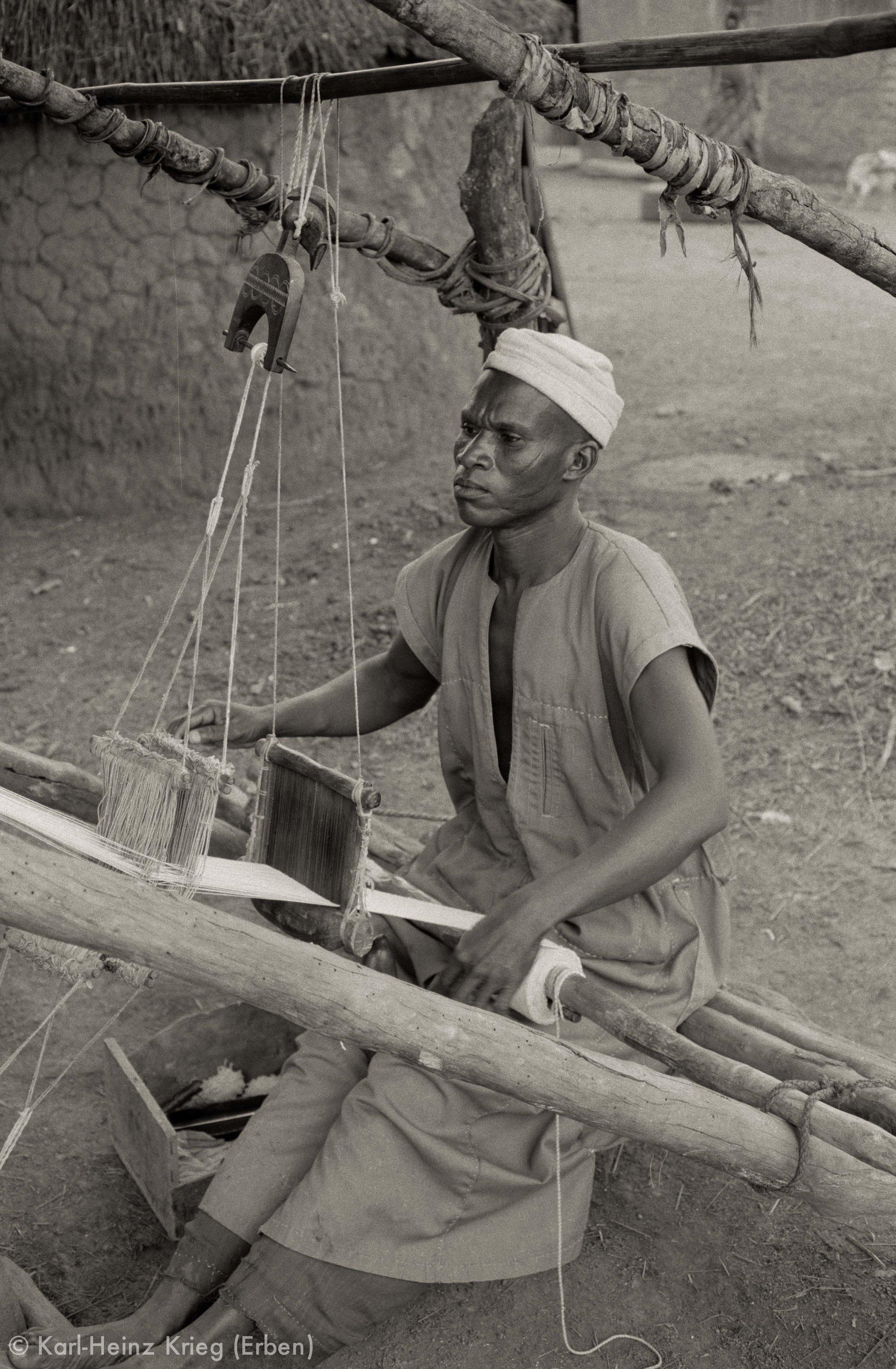 Senufo-Weber in Ponokaha. Foto: Karl-Heinz Krieg, Ponokaha (Region von Boundiali, Côte d'Ivoire), 1976