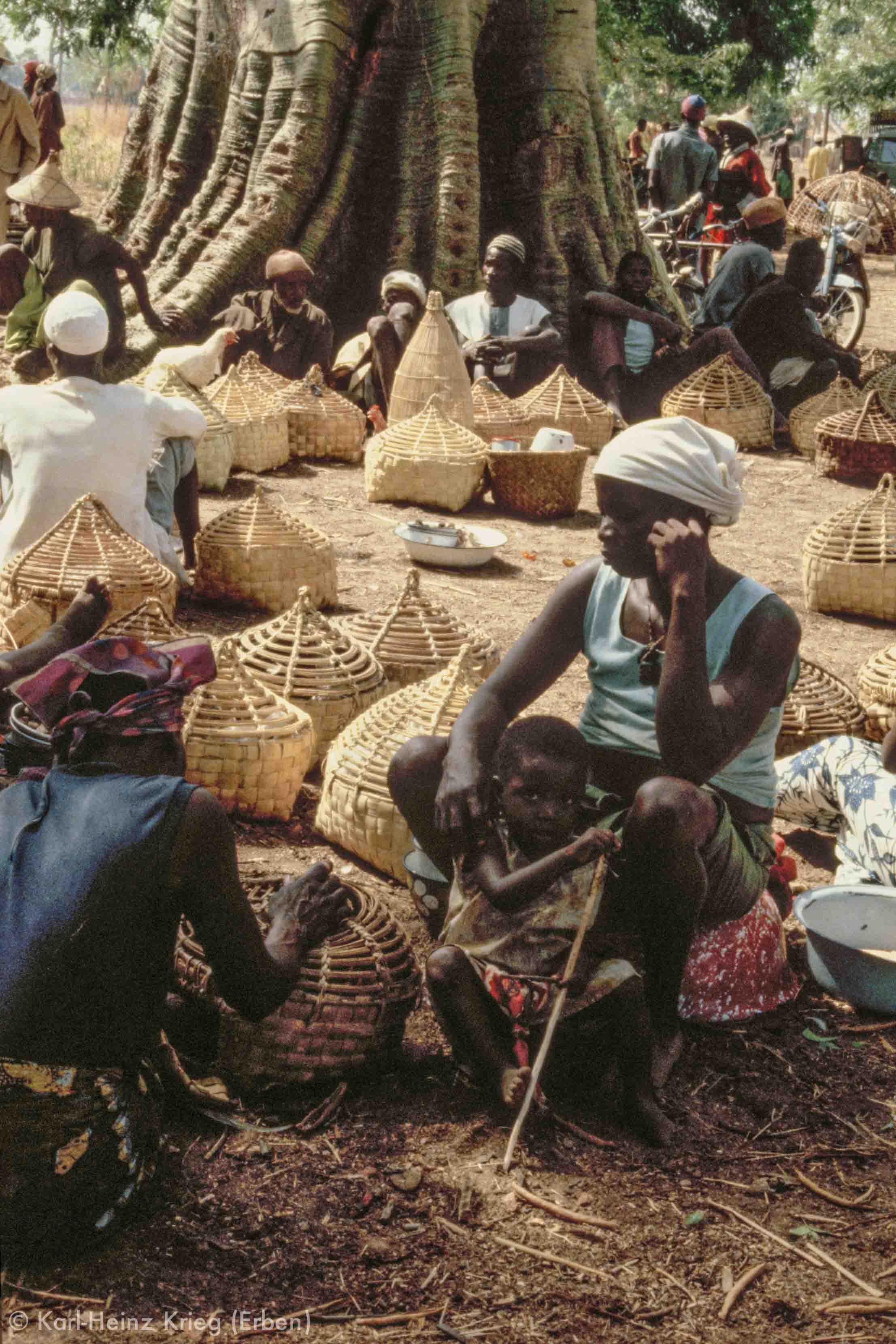 Hühnermarkt. Foto: Karl-Heinz Krieg, Tingréla (Region von Banfora, Burkina Faso), 1980