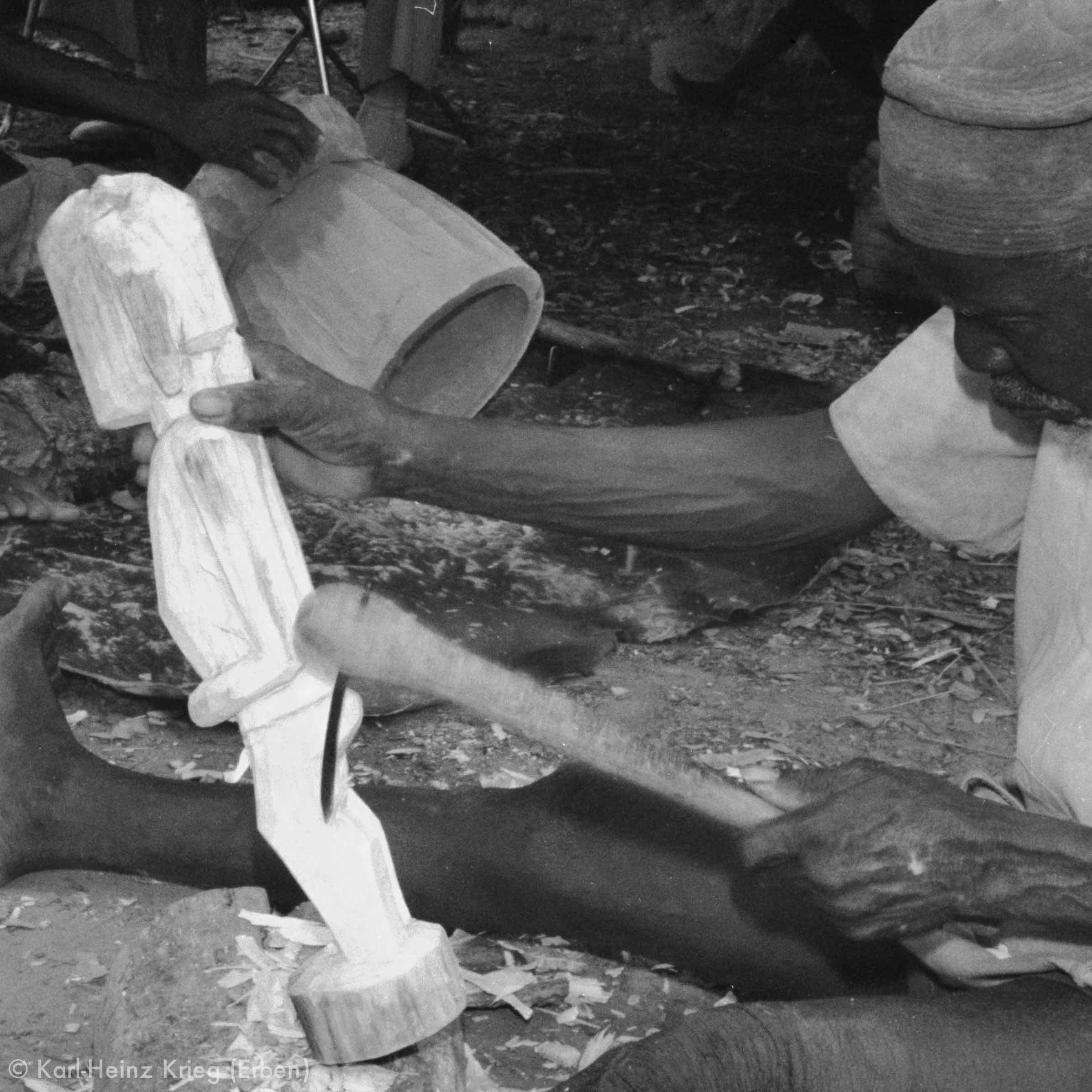 Ynadjo Koné carving in his workplace. Photo: Karl-Heinz Krieg, Kolia (Region of Boundiali, Côte d'Ivoire) 1977