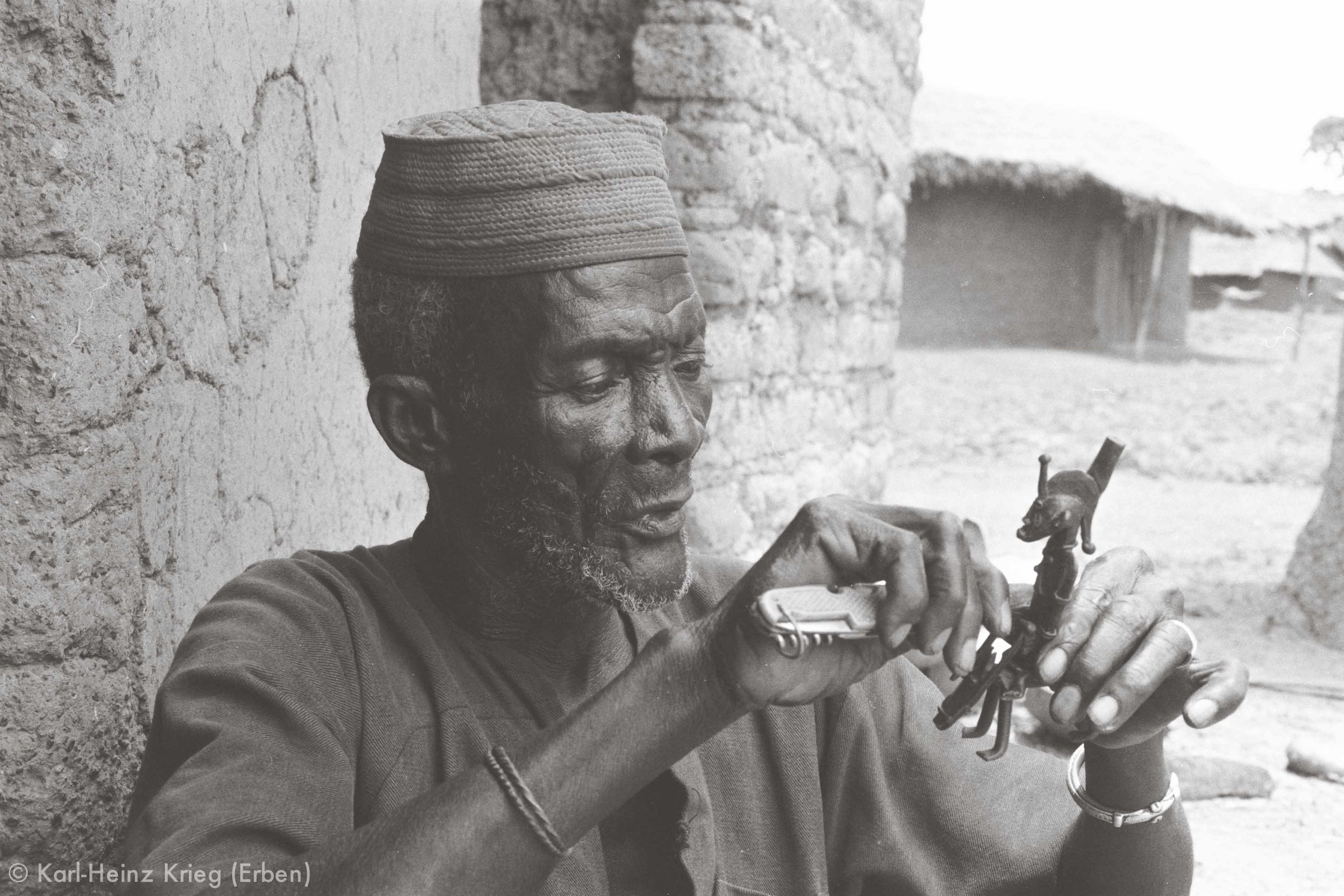 Kolo Silué making a wax model of an equestrian figure. Photo: Karl-Heinz Krieg, Nafoun (Region of Boundiali, Côte d'Ivoire), 1975