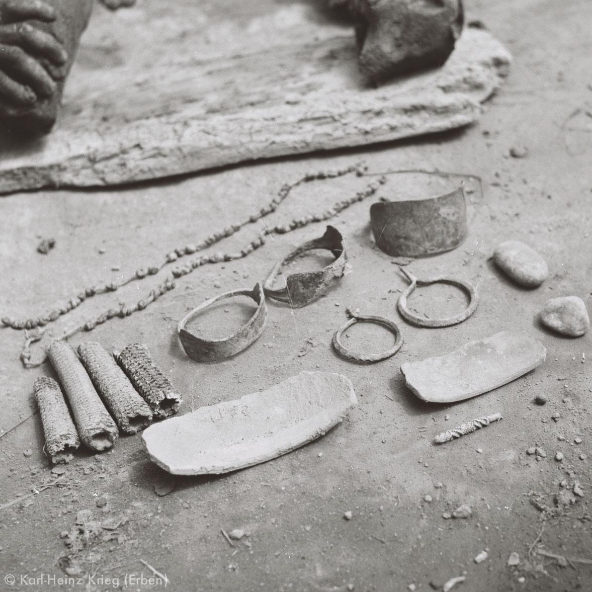 Werkzeuge einer  Numu -Töpferin. Foto: Karl-Heinz Krieg, Gbon (Region von Boundiali, Côte d'Ivoire), 1965