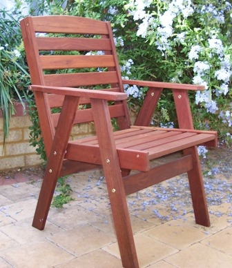 x1 -traditional outdoor chair 2.jpg