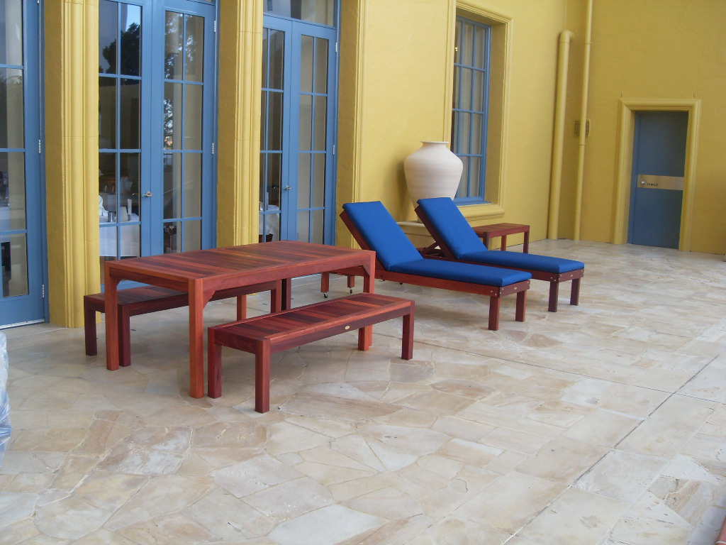 p56 6 seat patio setting.JPG