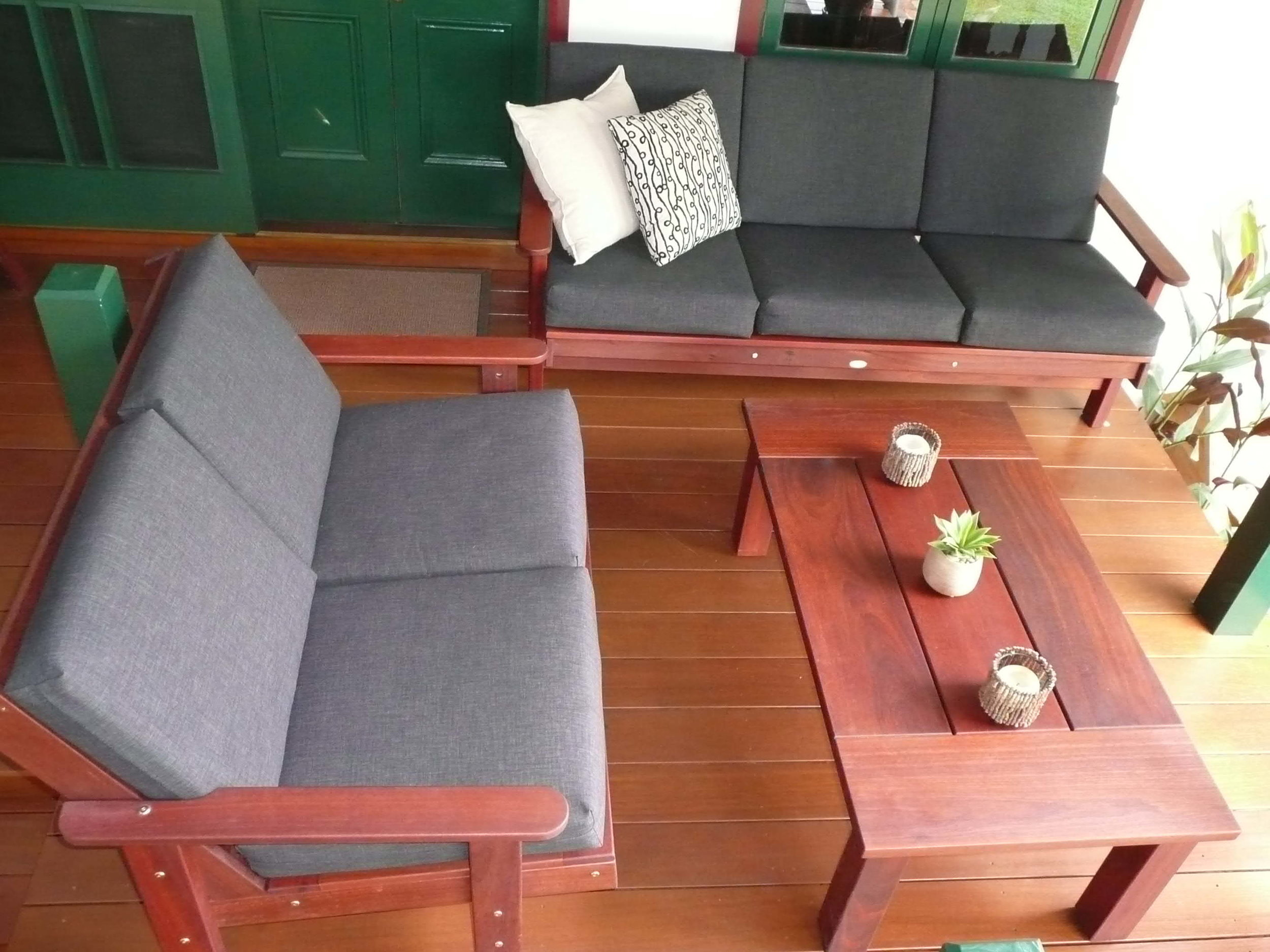 q2- Sue Outdoor lounge set with 2 and 3 seater sofas.JPG