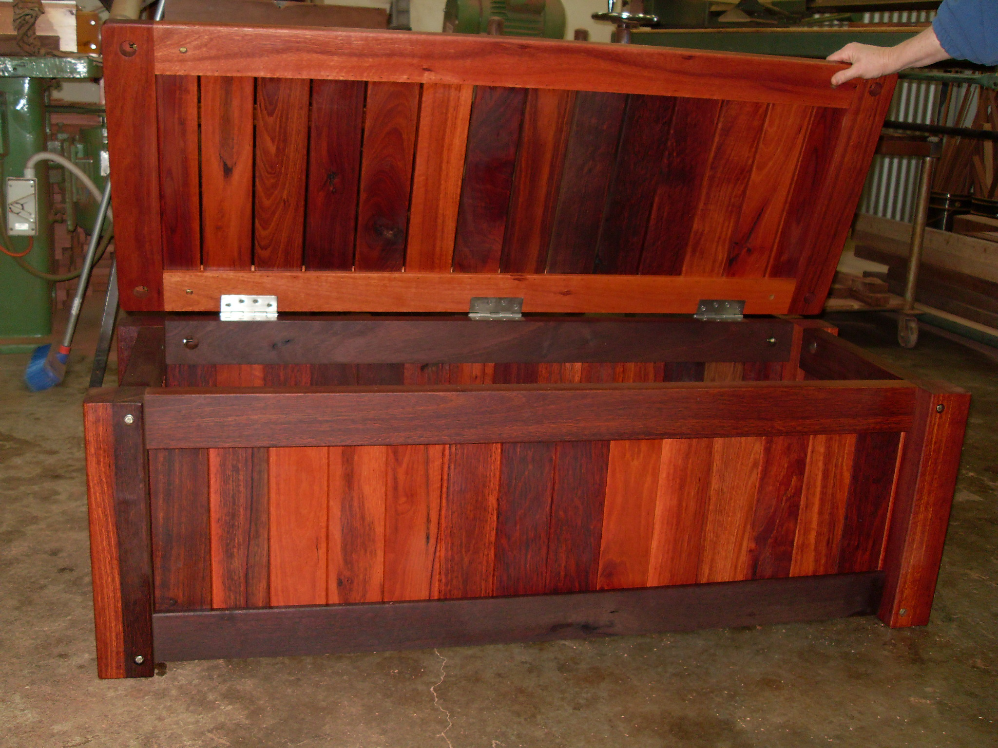 c26 Outdoor storage bench heavy duty.JPG
