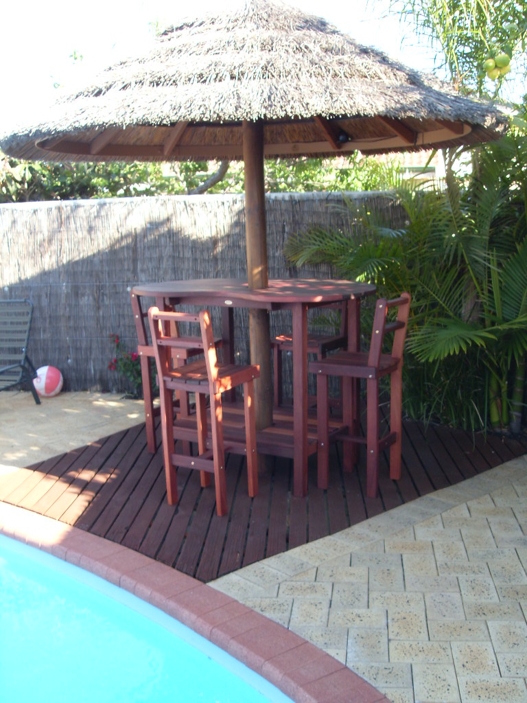 b26 Outdoor Tall bar  table and stools to fit gazebo with central pole.JPG