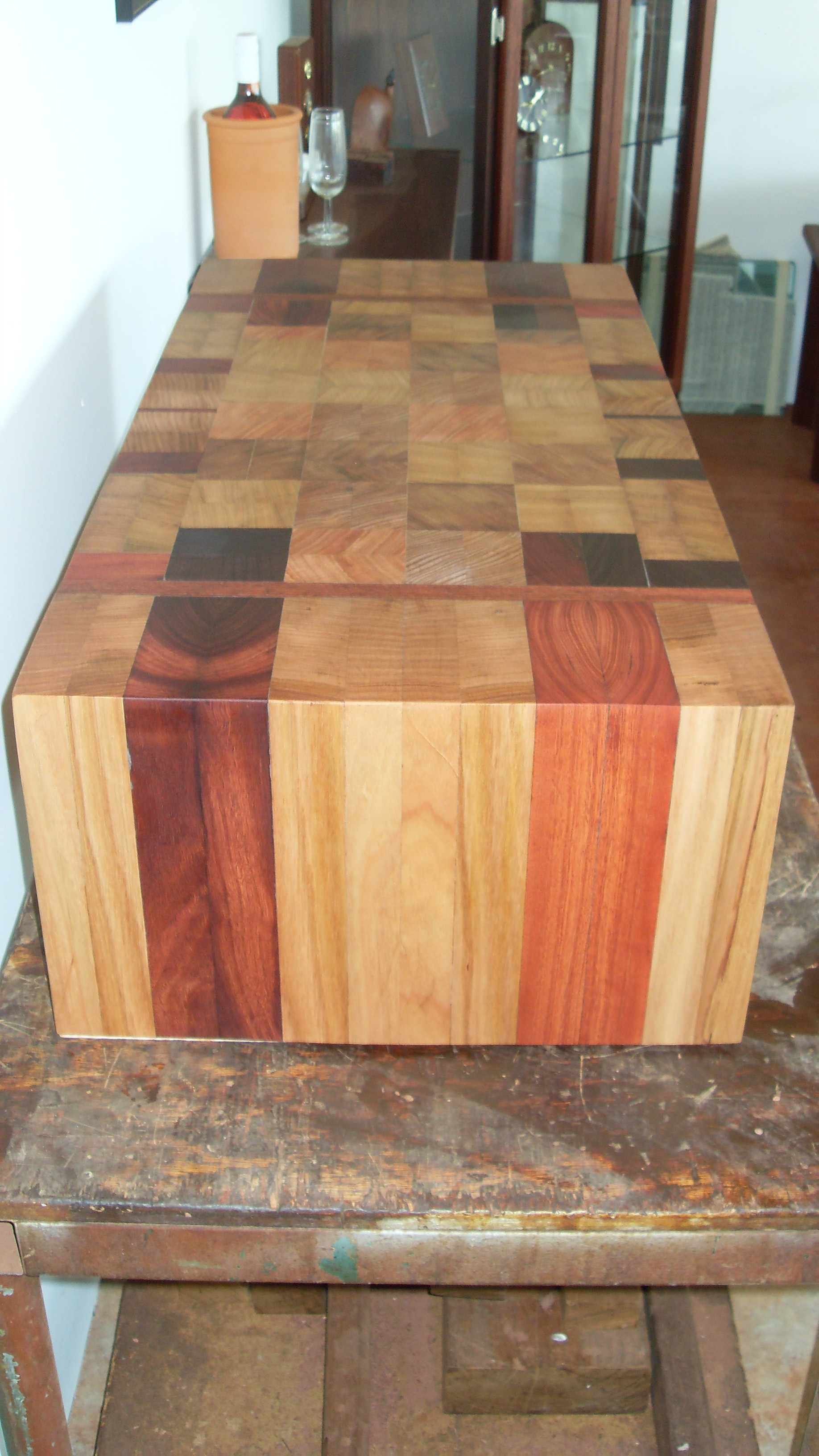 r4b- Custom Jarrah and Tassie oak butchers block 2.JPG