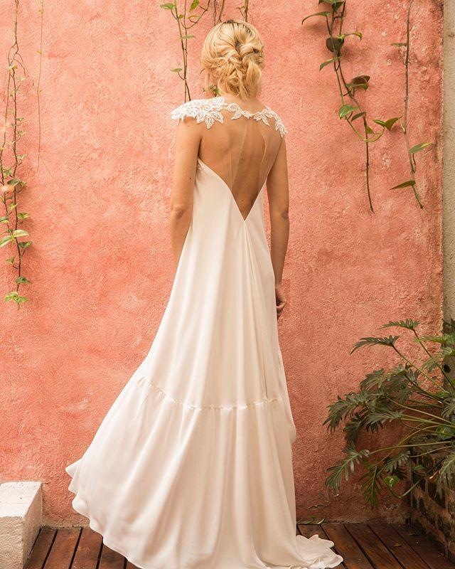 ¡Una prenda mágica para un día inolvidable! ¡Un vestido que cuente mil historias, transmite mil sentimientos, y viva los mejores recuerdos! #HS18 #GinaMurilloBridalCouture #BridalCouture #BridalDress #Bride #BridalDesign