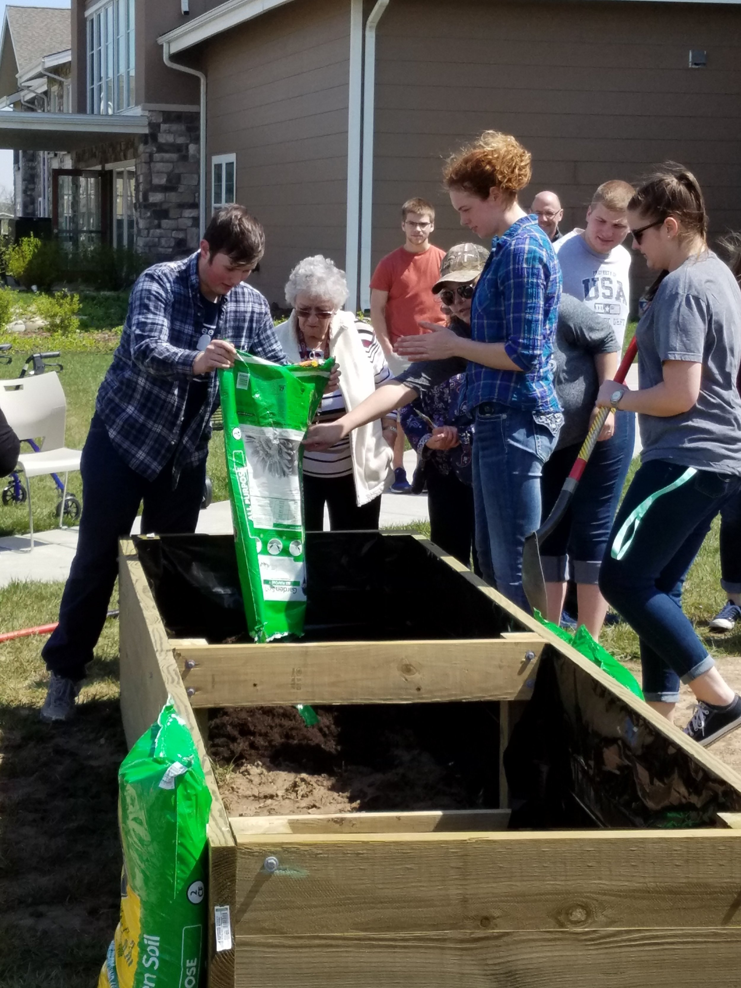 Maize students volunteering to build projects for local Wichita retirement communities.