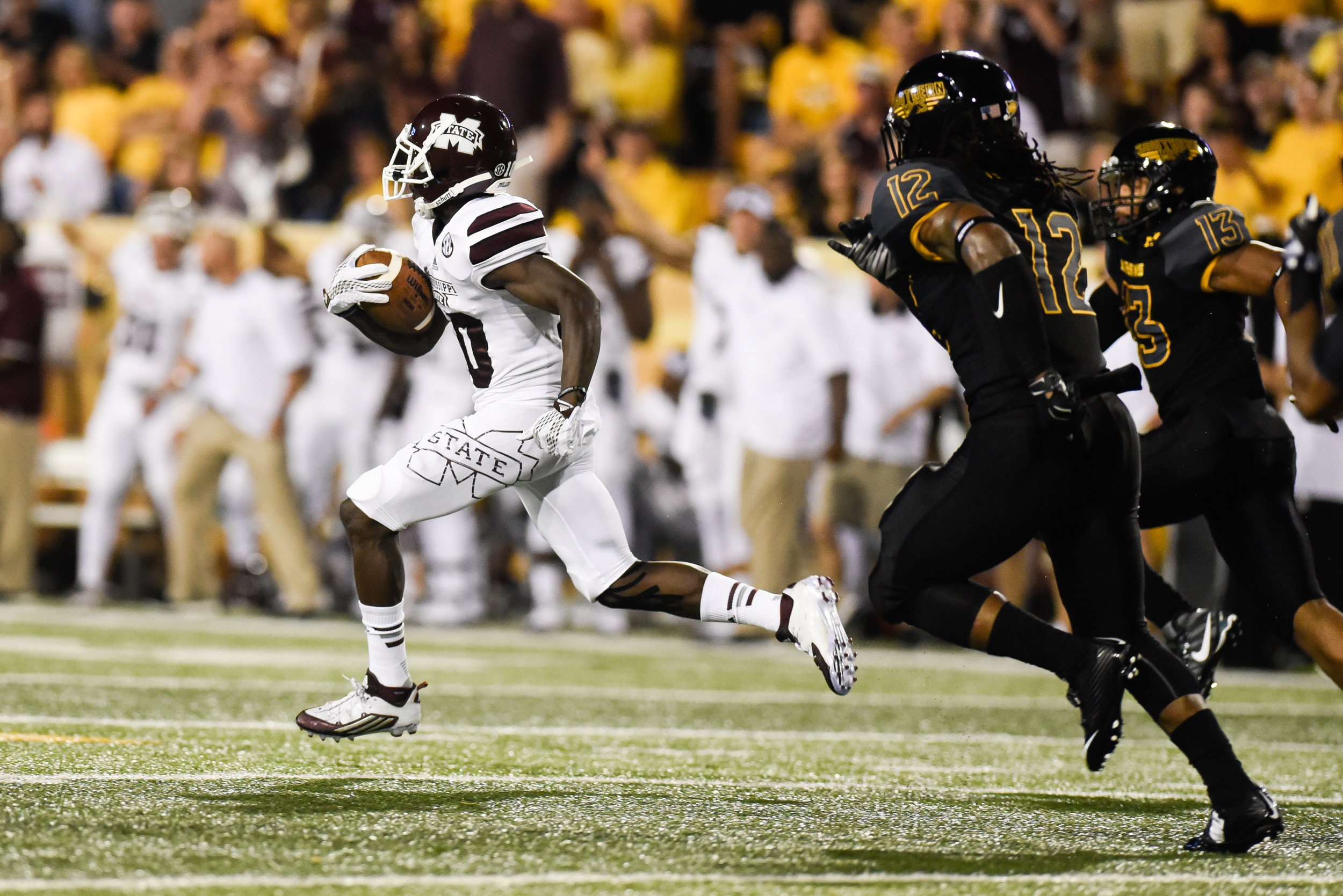 Mississippi State's Brandon Holloway (10) breaks away from Southern Miss defenders during the game at the University of Southern Mississippi Saturday, Sept. 9, 2015. The Bulldogs defeated the Golden Eagles 34-16.