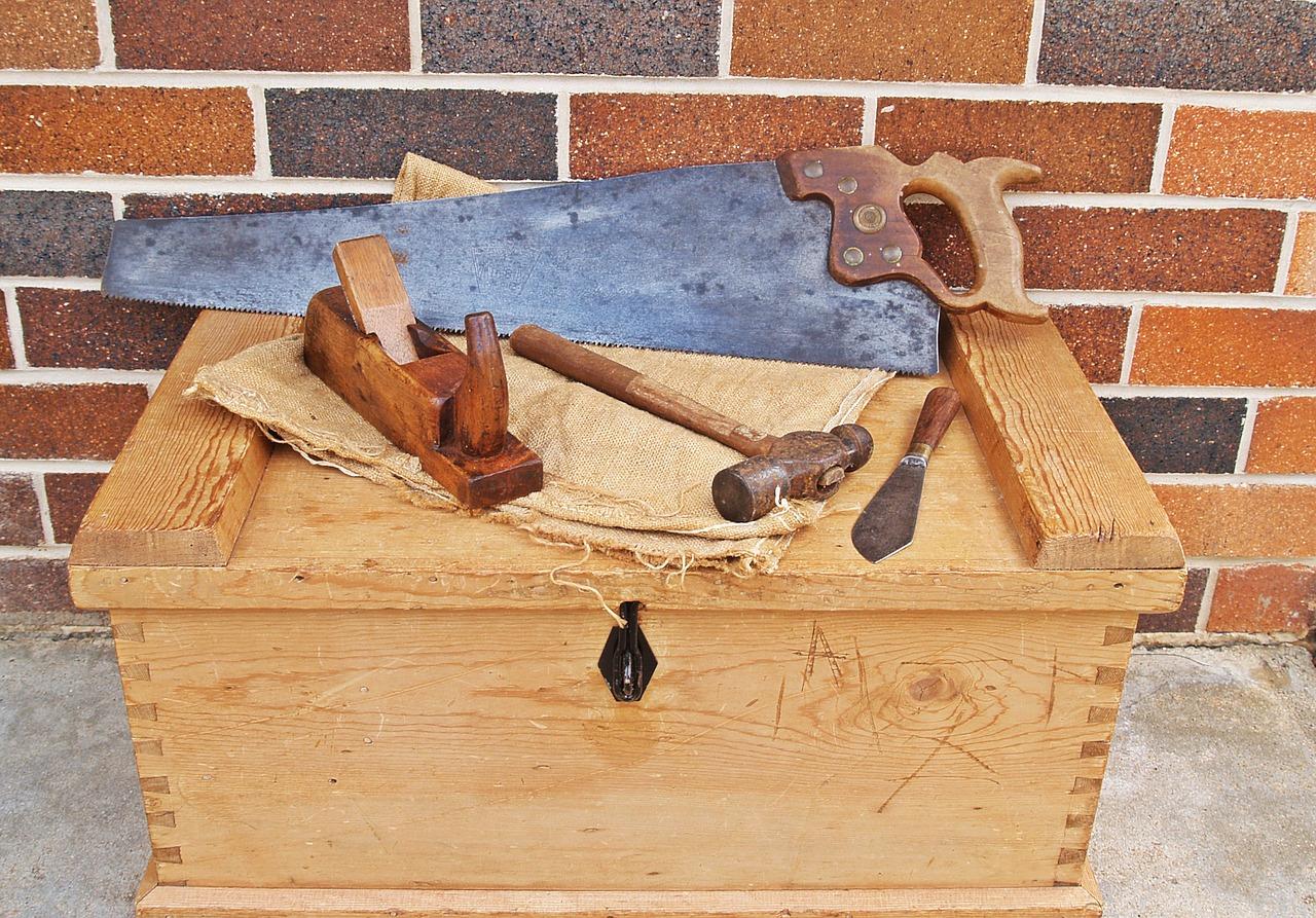 carpenters-toolbox-1466467_1280.jpg
