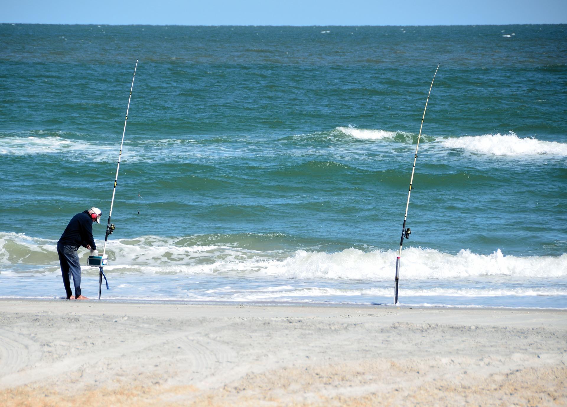 surf-fisherman-2069142_1920.jpg