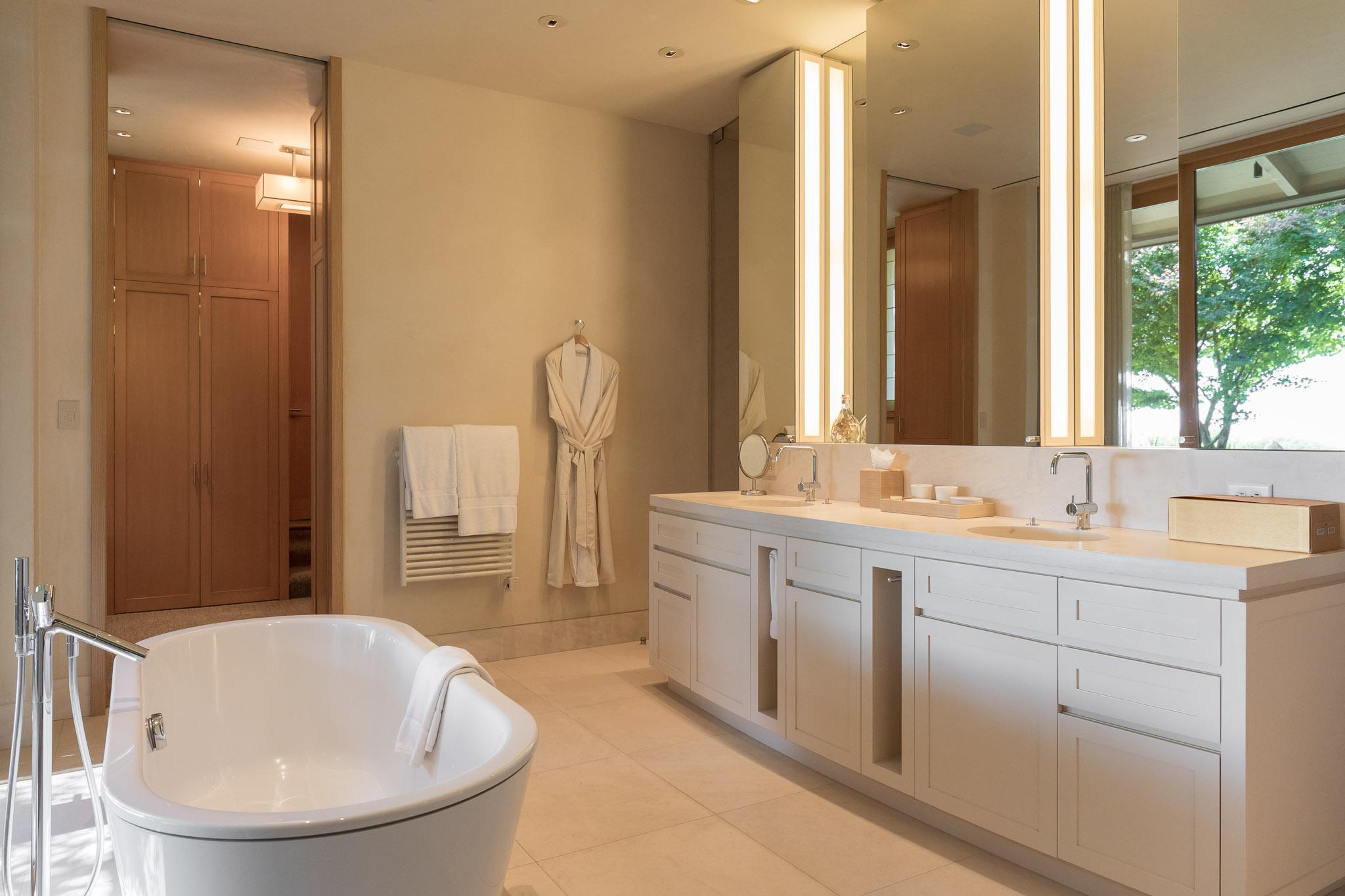 64-3163 Del Ciervo-Bathroom.jpg