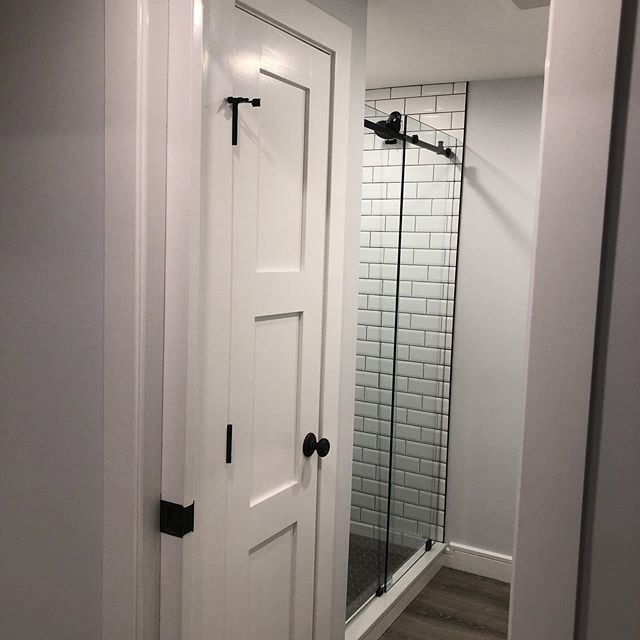 Because every finished lower level needs a full bath! We went through several design changes on this space and I feel very proud of where we wound up! #newhopepa #housesofinstagram #interiordesign #bathroomdesign #bathroomdecor #bathroom #soleburypa #solebury #buckscounty #buckscountypa #subwaytile #modernbathroom