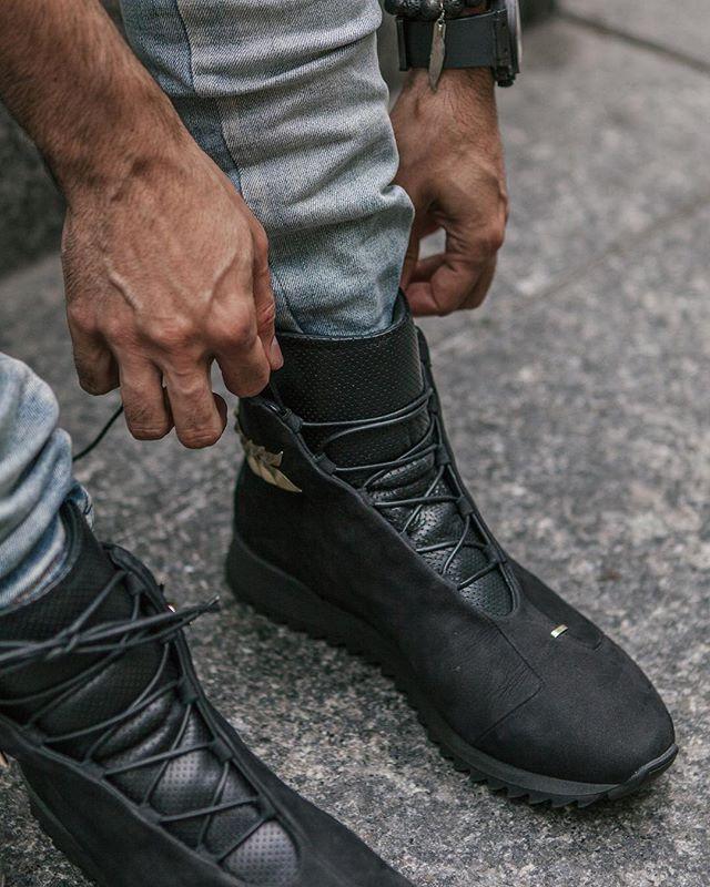 Tailor fit for champions. . Jeans @kollarclothing 📷 @jarrettlanna