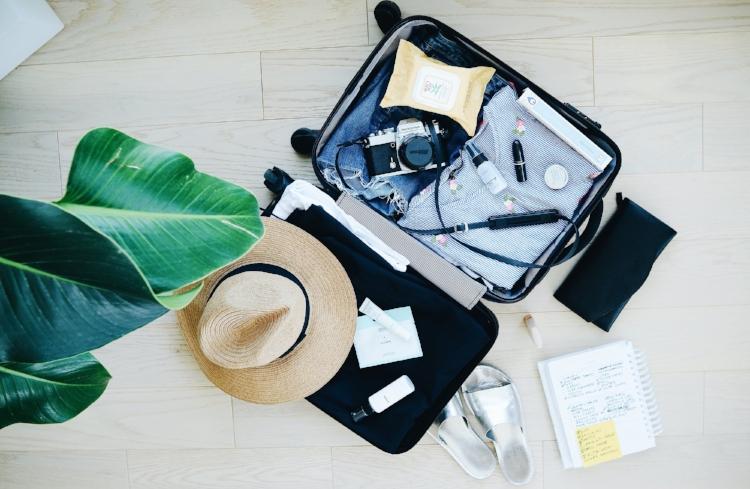 de-cluttered packing