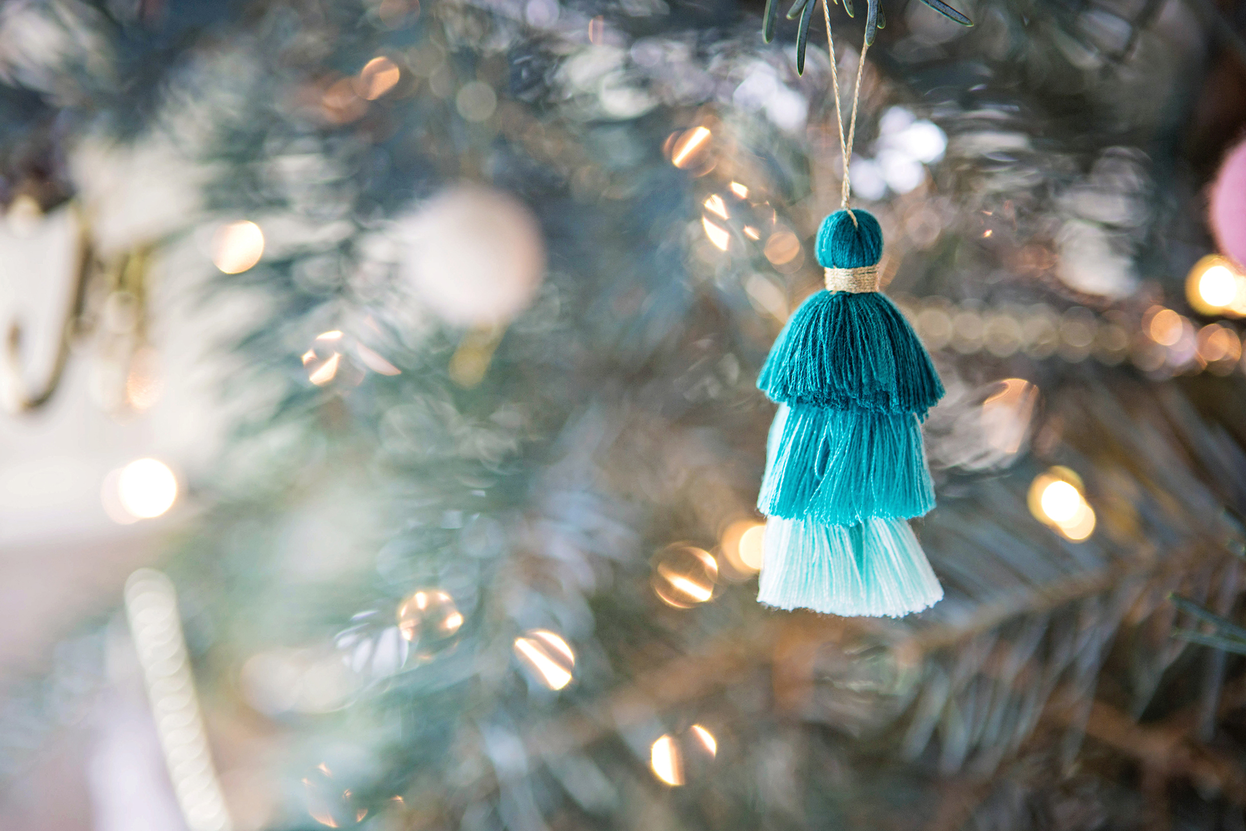 Toddler Safe Ways to Trim Your Tree | Design Confetti