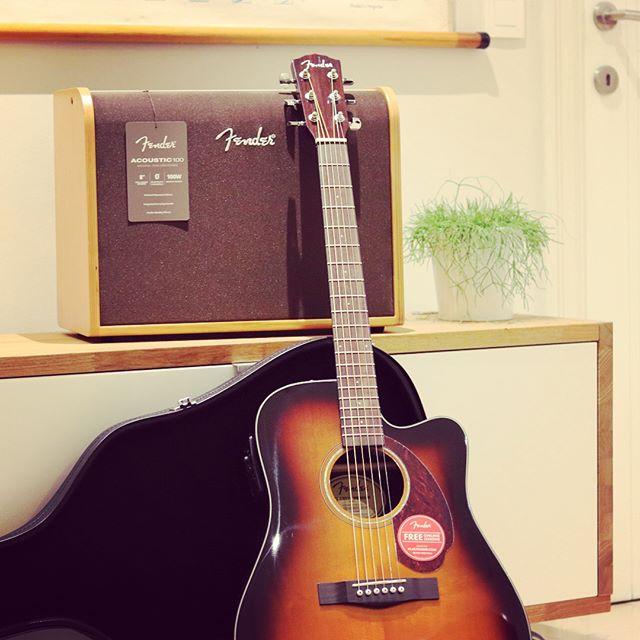 Een nieuwe gitaar en versterker voor Nils! 🙌#fender
