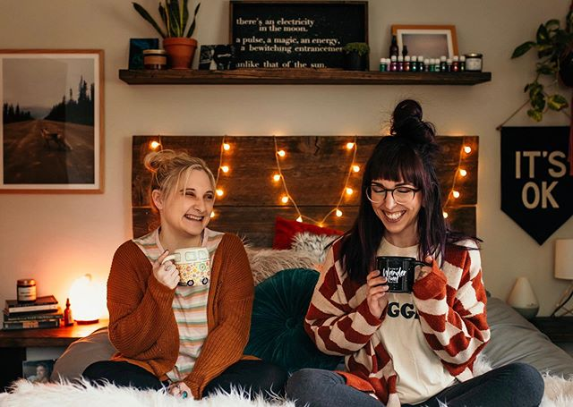 throwback bc i miss drinking coffee & lazing around with @andweheldhands 👯♀️☕️🧡