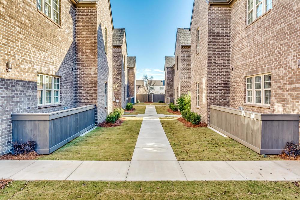 Flats_Courtyard_1.jpg