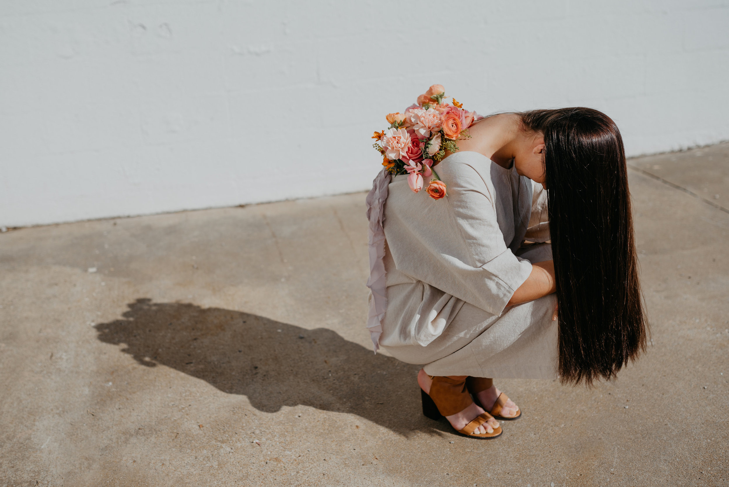 100% Linen Daybreak Kaftan by Nelly Gavrilov of Forma, Styled by Nicole Gavrilov of Mindful Makers Co, Photographed by Wendy Bobarikin, Modeled by Kennedy Marinelli, Florals by Anthousai of Tulsa, Oklahoma.