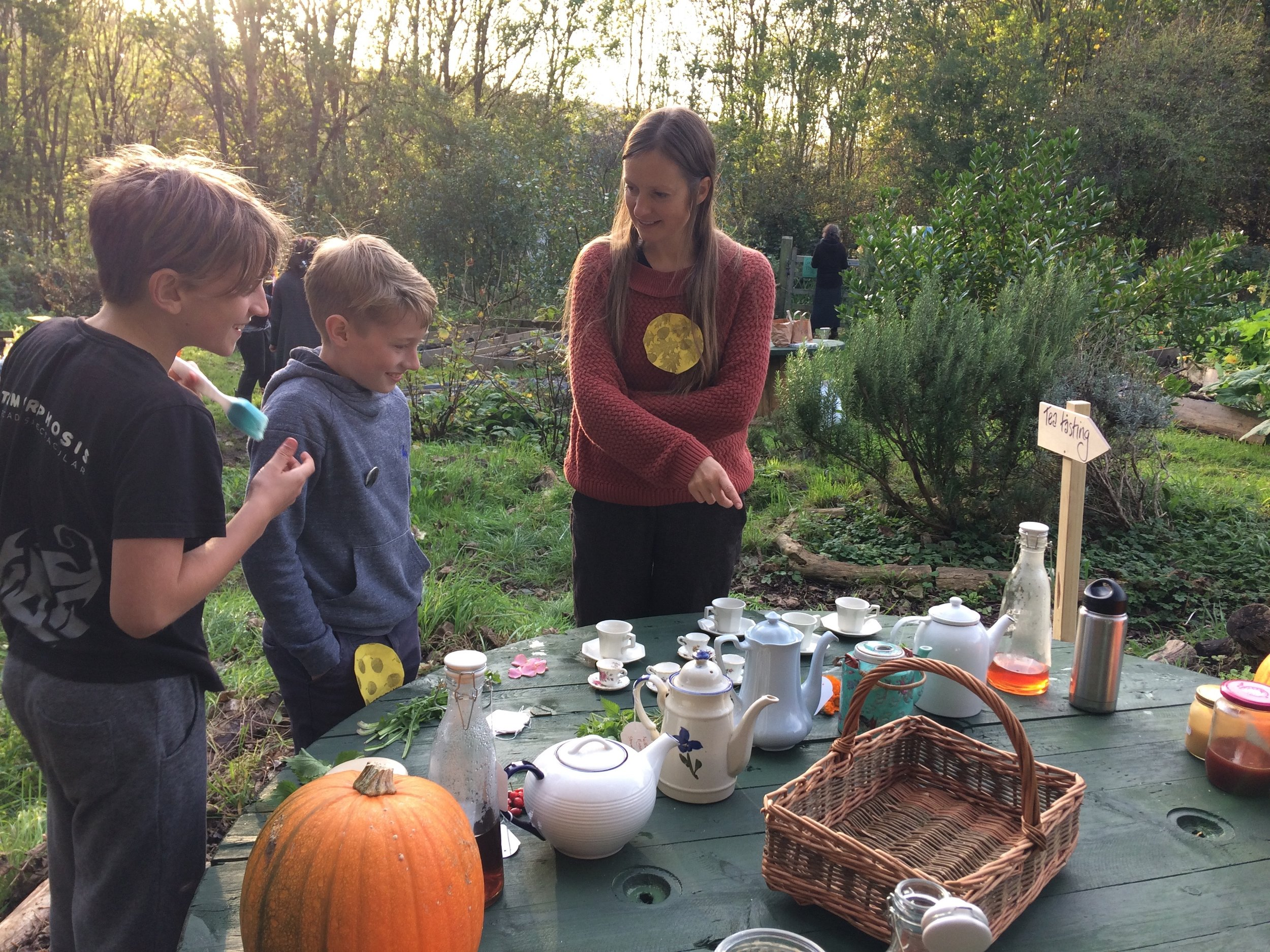 Hijack Halloween Fire & Feast - 28th October 2017A collaboration between Fernee Forest Club, Bevendean Community Garden and Hijack. We made wishes to the fairies, remembered lost loved ones, tasted tea, sang round the fire and feasted on delicious soul cakes and warm apple punch.