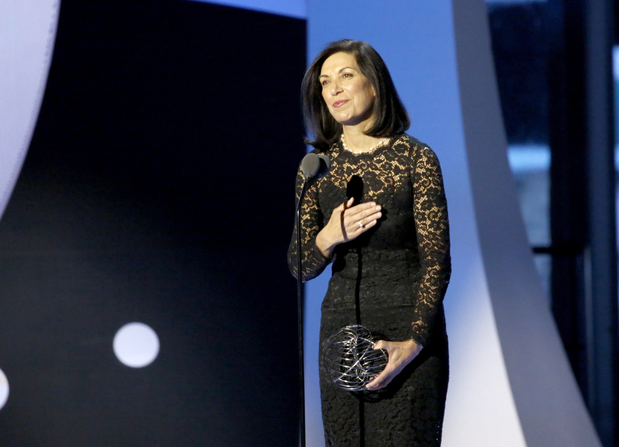 Dr. Huda Zoghbi accepts the 2017 Breakthrough Prize in Life Sciences.