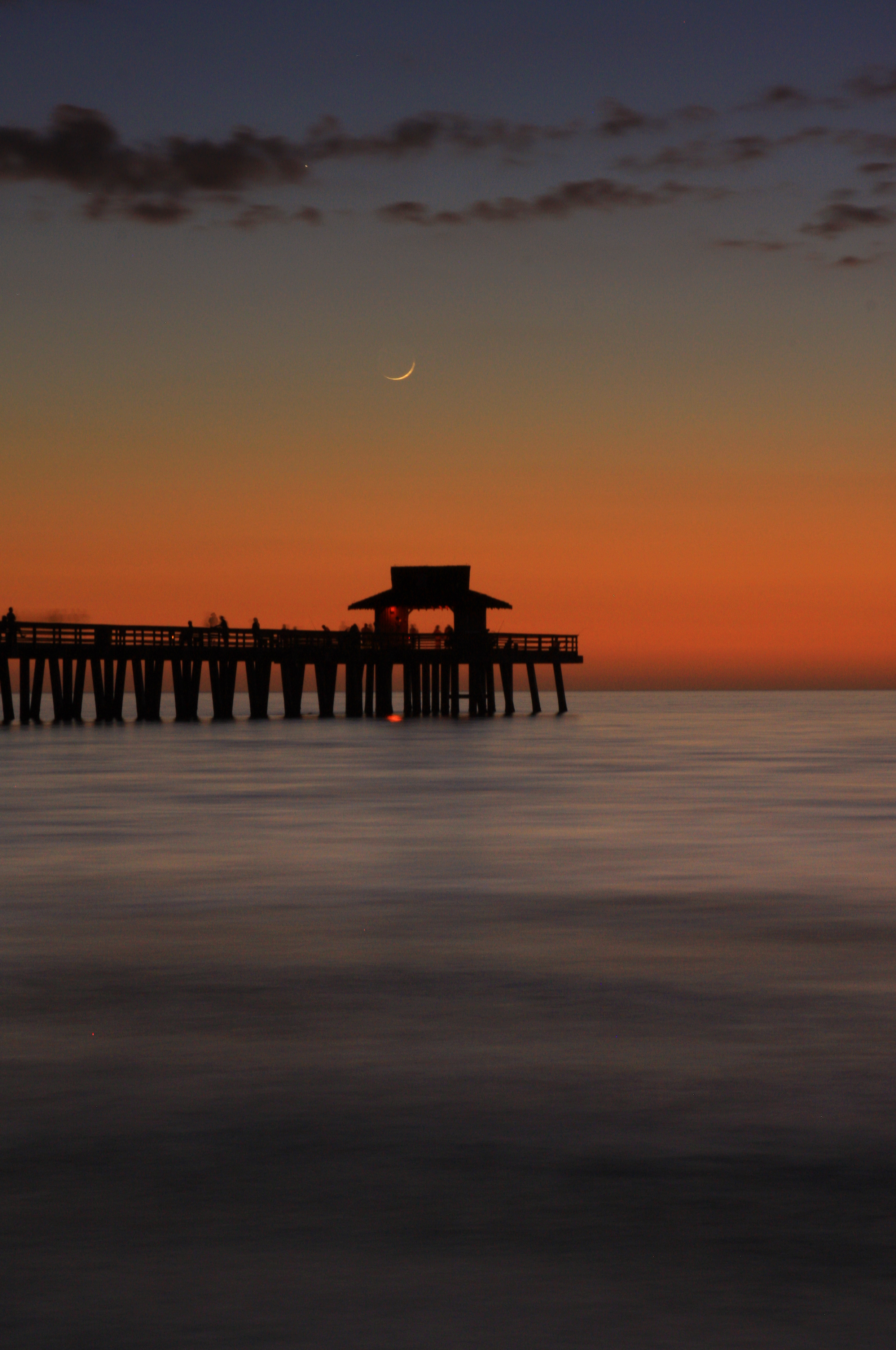 44 Naples Pier and Crescent Moon_1090.jpg