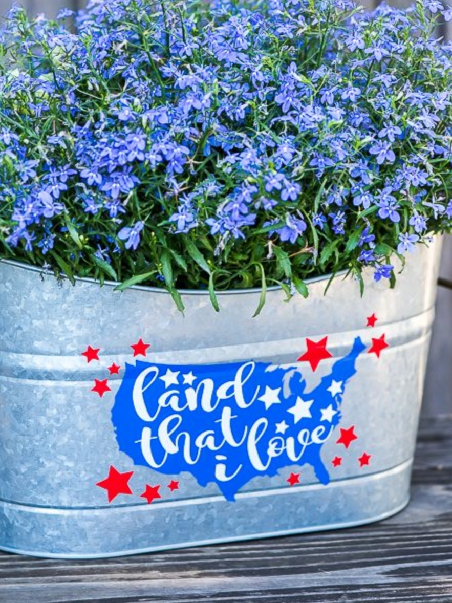 Cricut Patriotic Projects: Land that I Love Galvanized Planter