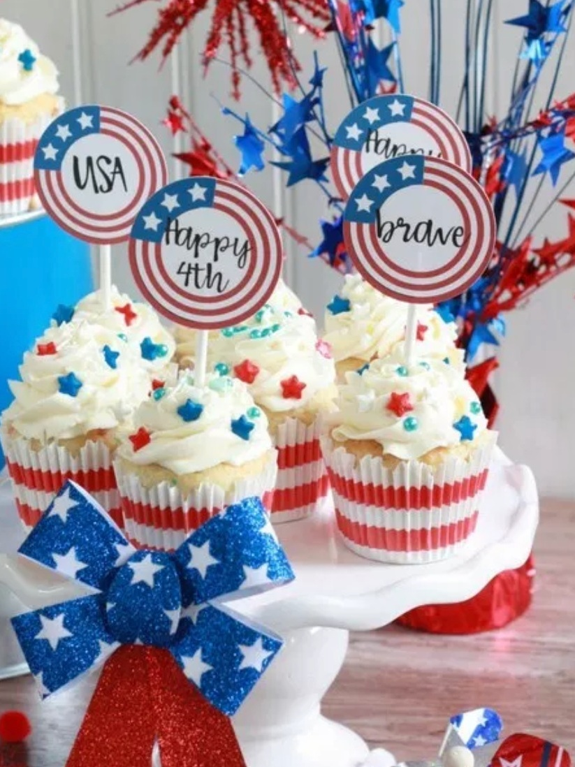 Patriotic Cricut Projects for Fourth of July: Cupcake Topper