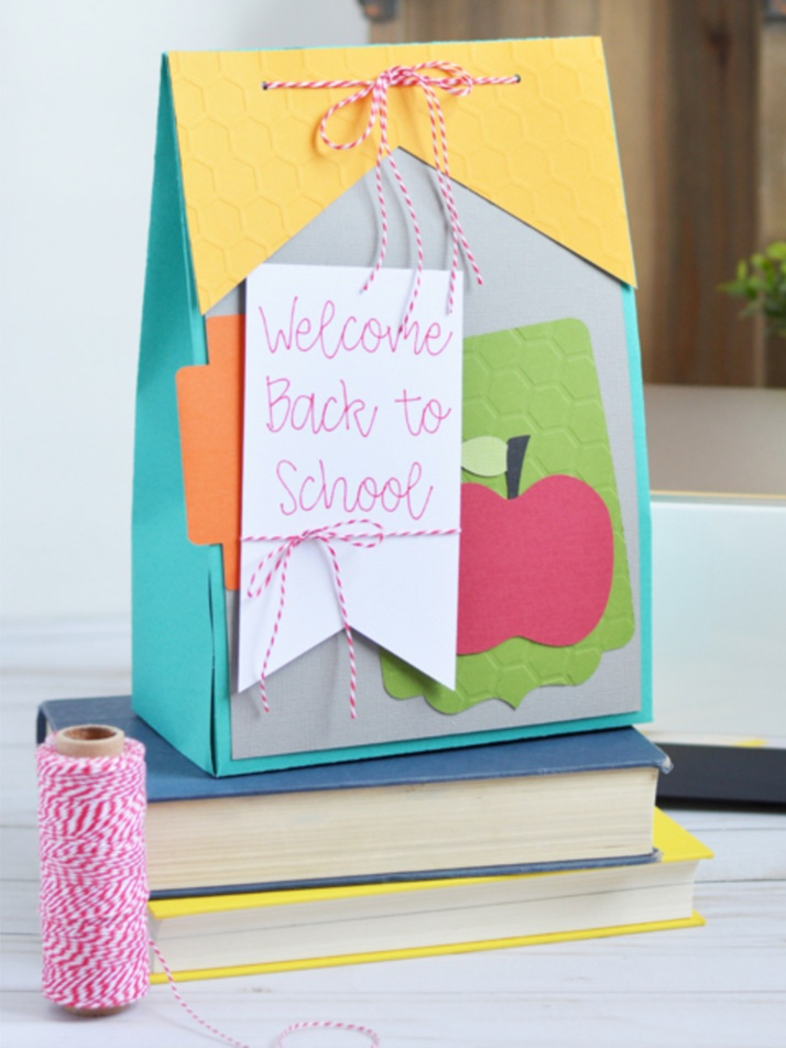 Back to School Cricut Project: Paper gift bag by the Happy Scraps